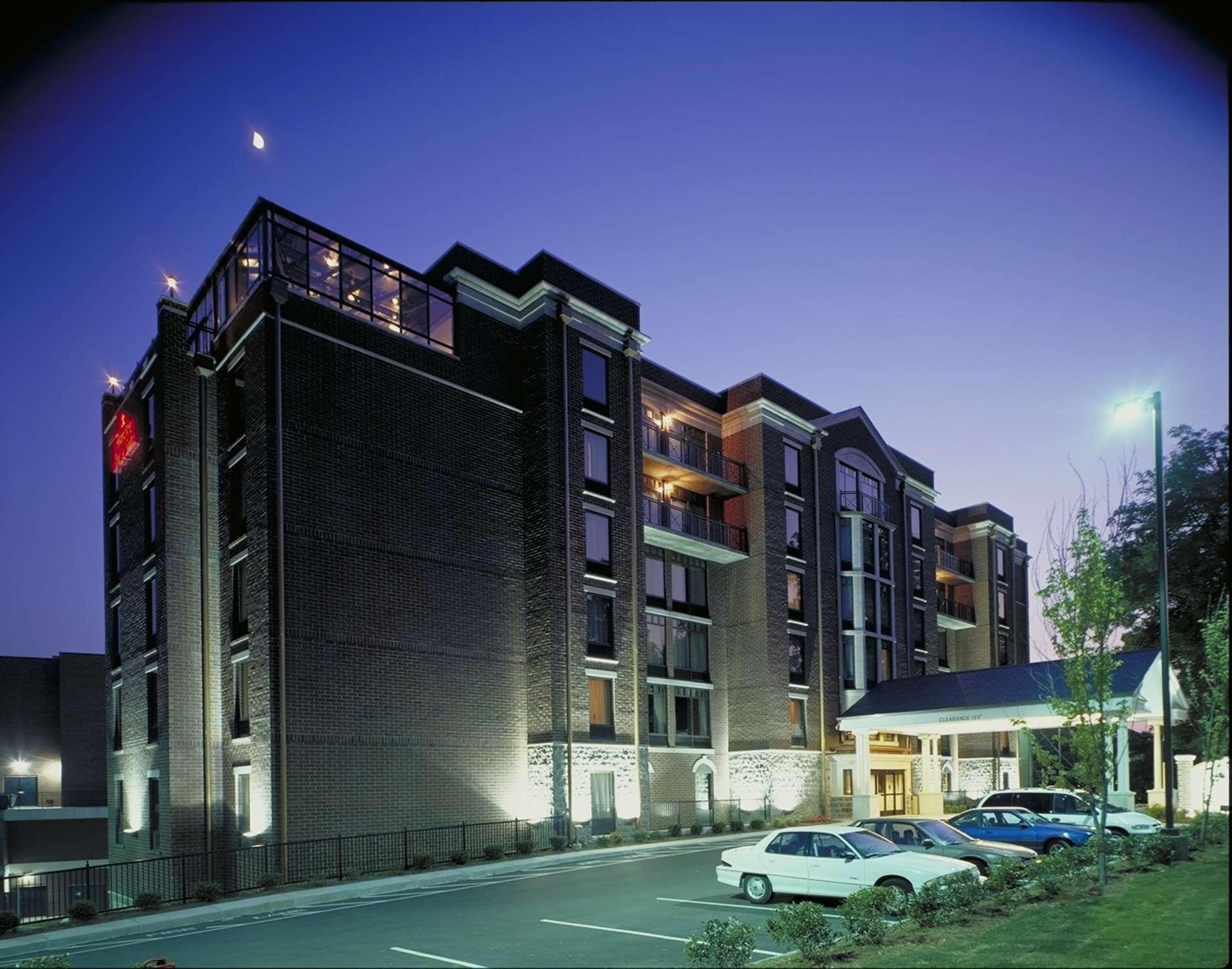 Hampton Inn & Suites Nashville-Green Hills image 1