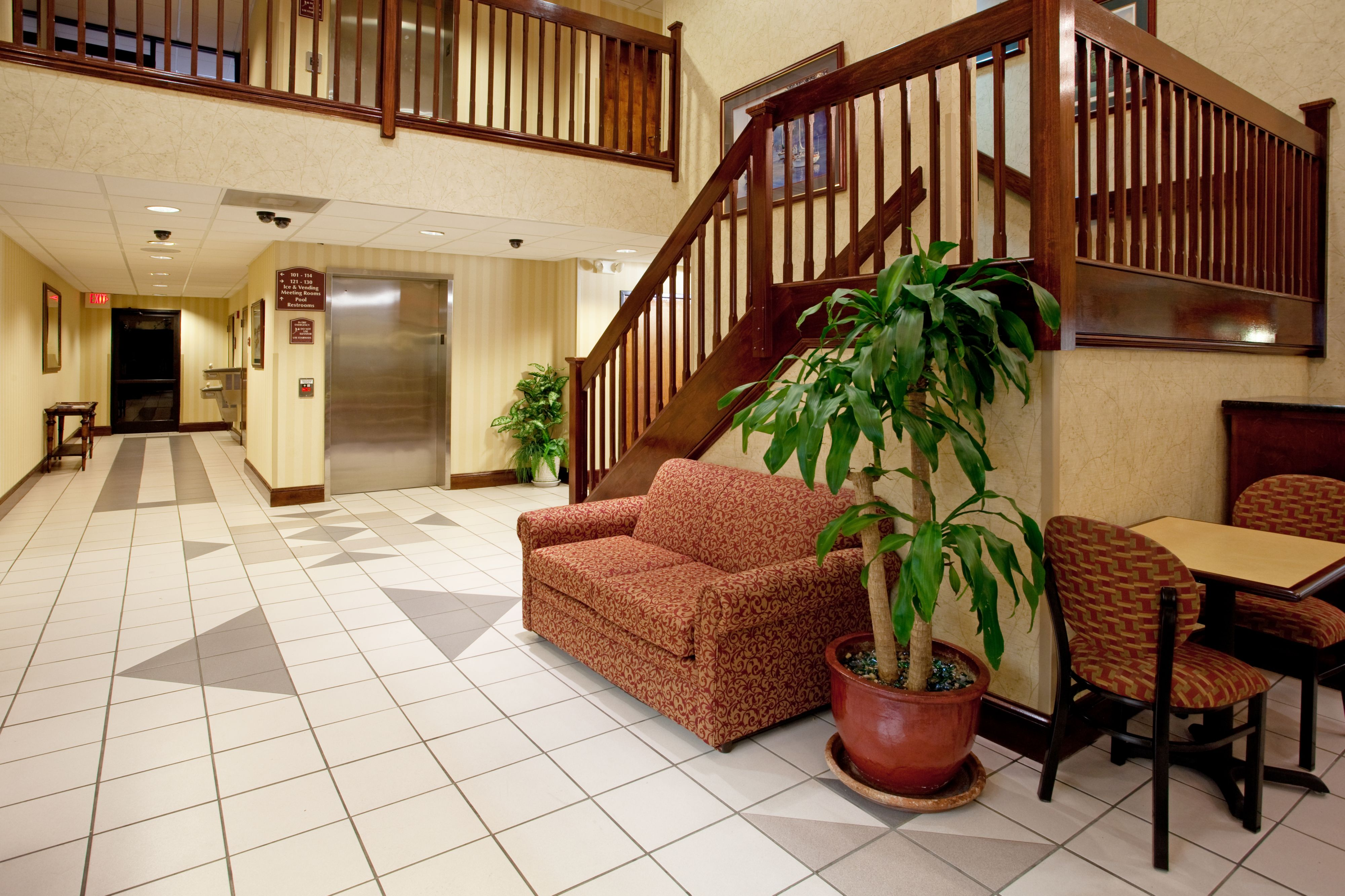 Holiday Inn Express & Suites Lexington-Hwy 378 image 4