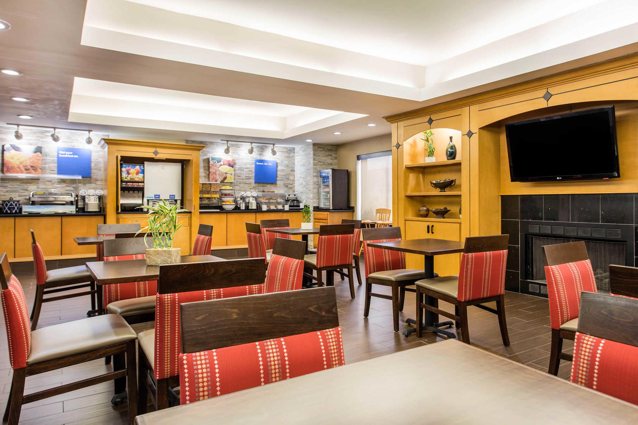 Comfort Inn & Suites Crabtree Valley image 32
