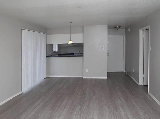 Ravenwood Apartments image 3