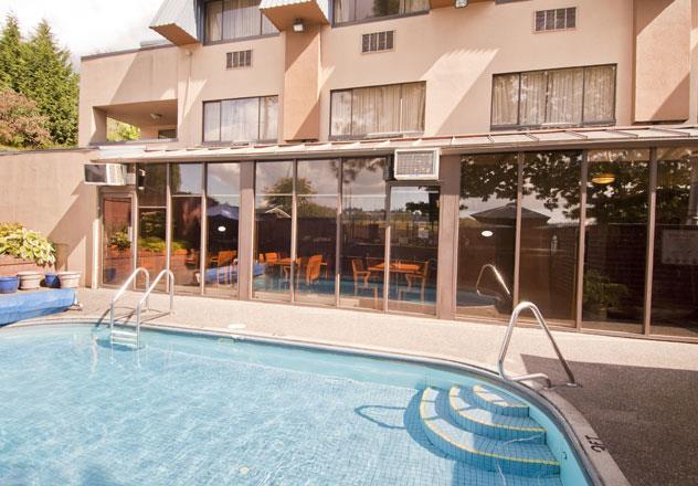 Best Western Chelsea Inn in Coquitlam: Pool