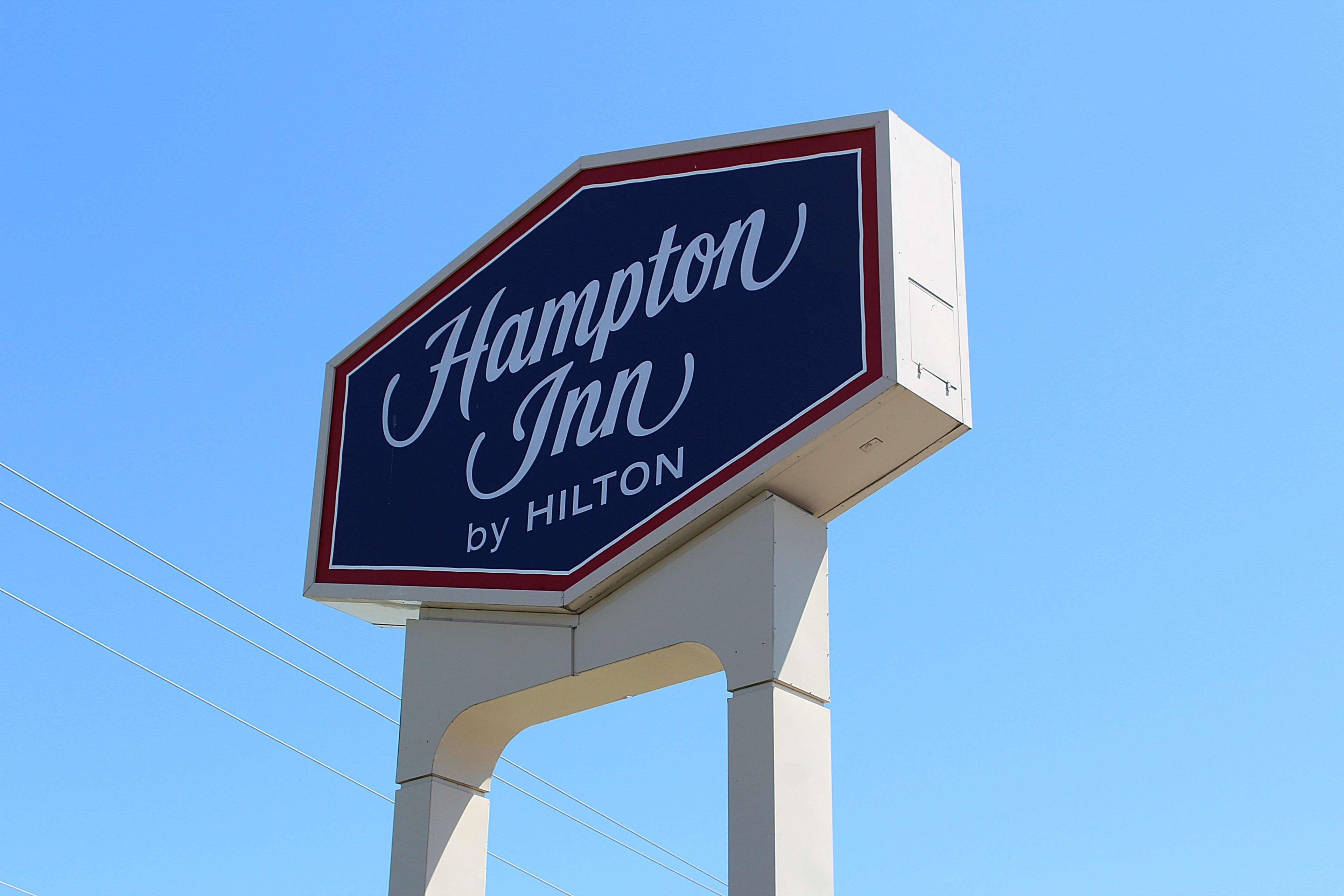 Hampton Inn Richmond image 18