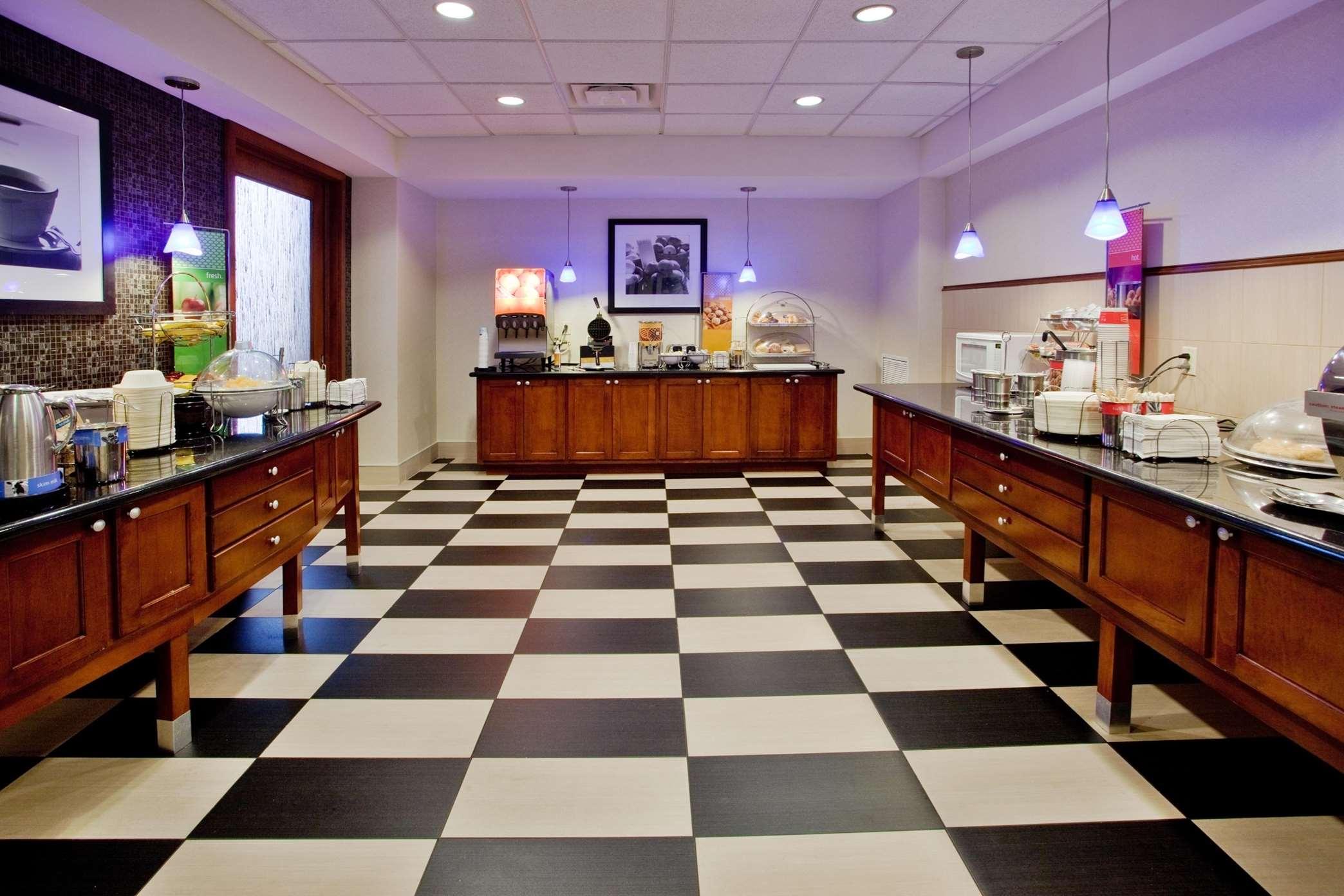Hampton Inn & Suites ATL-Six Flags image 4