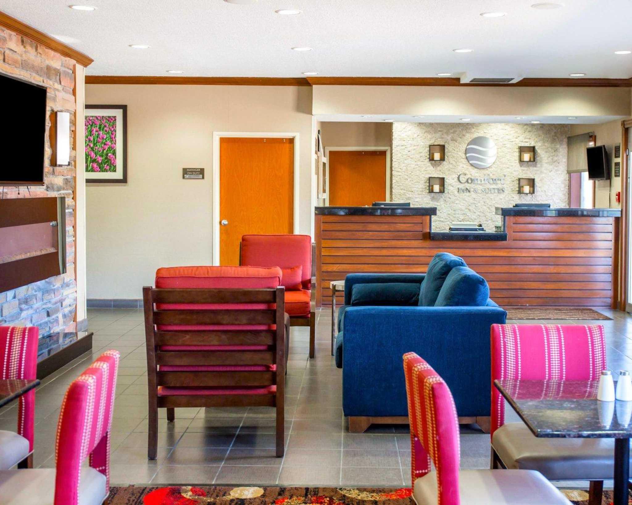 comfort inn suites at 214 west 9th street coralville. Black Bedroom Furniture Sets. Home Design Ideas