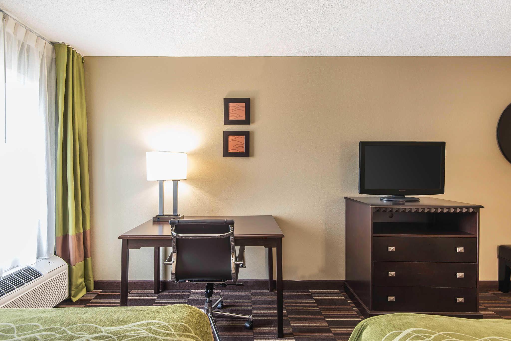 Comfort Inn & Suites Kansas City - Northeast image 18