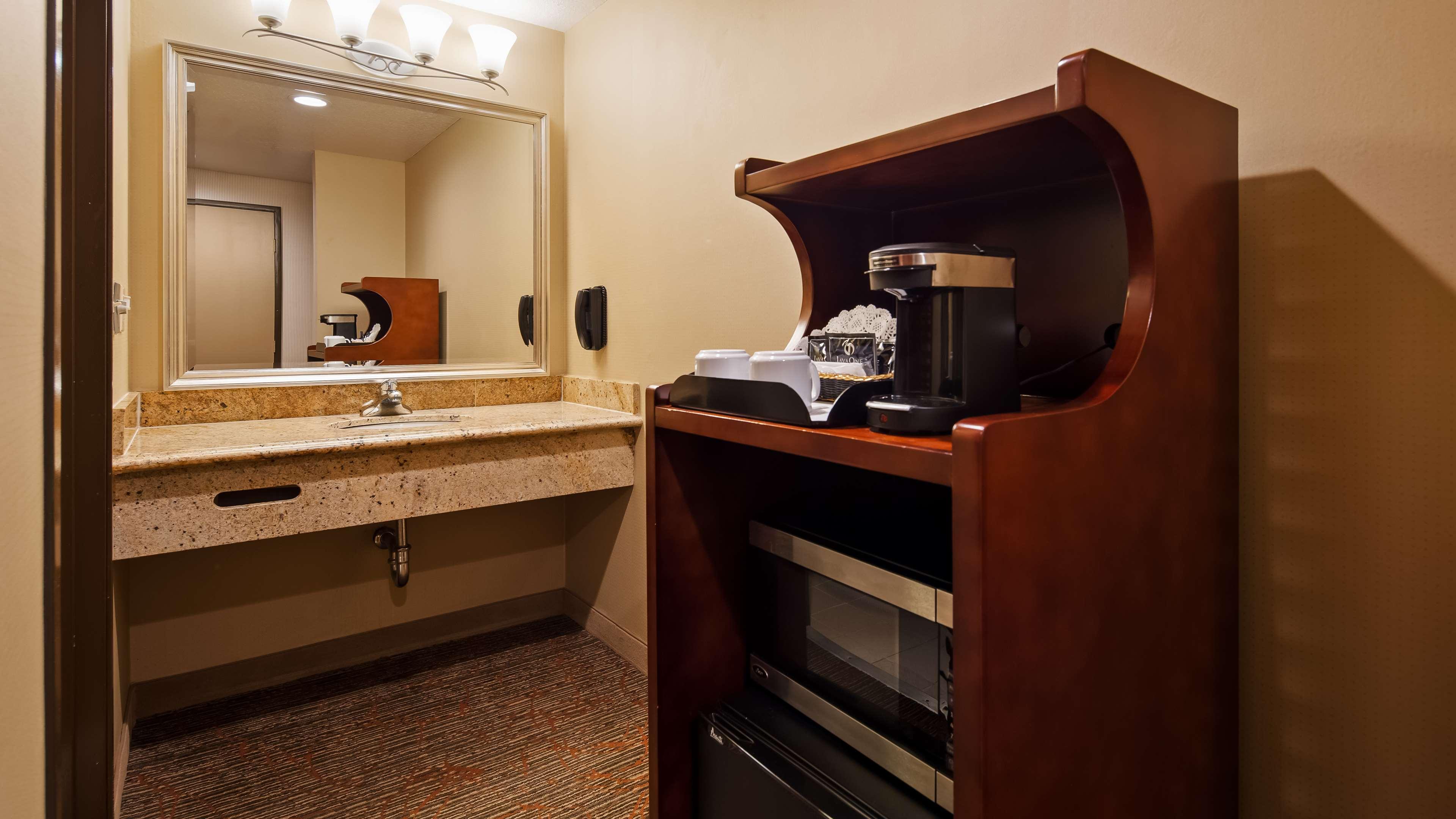 Best Western Plus Newport Mesa Inn image 16
