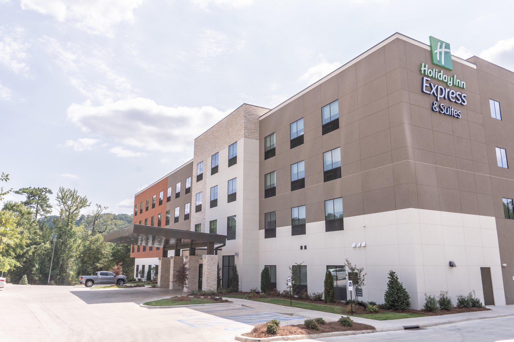 Holiday Inn Express & Suites Birmingham - Homewood, an IHG Hotel