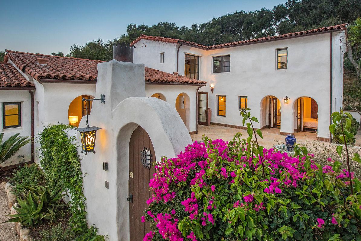 Paradise Retreats Property Management image 22