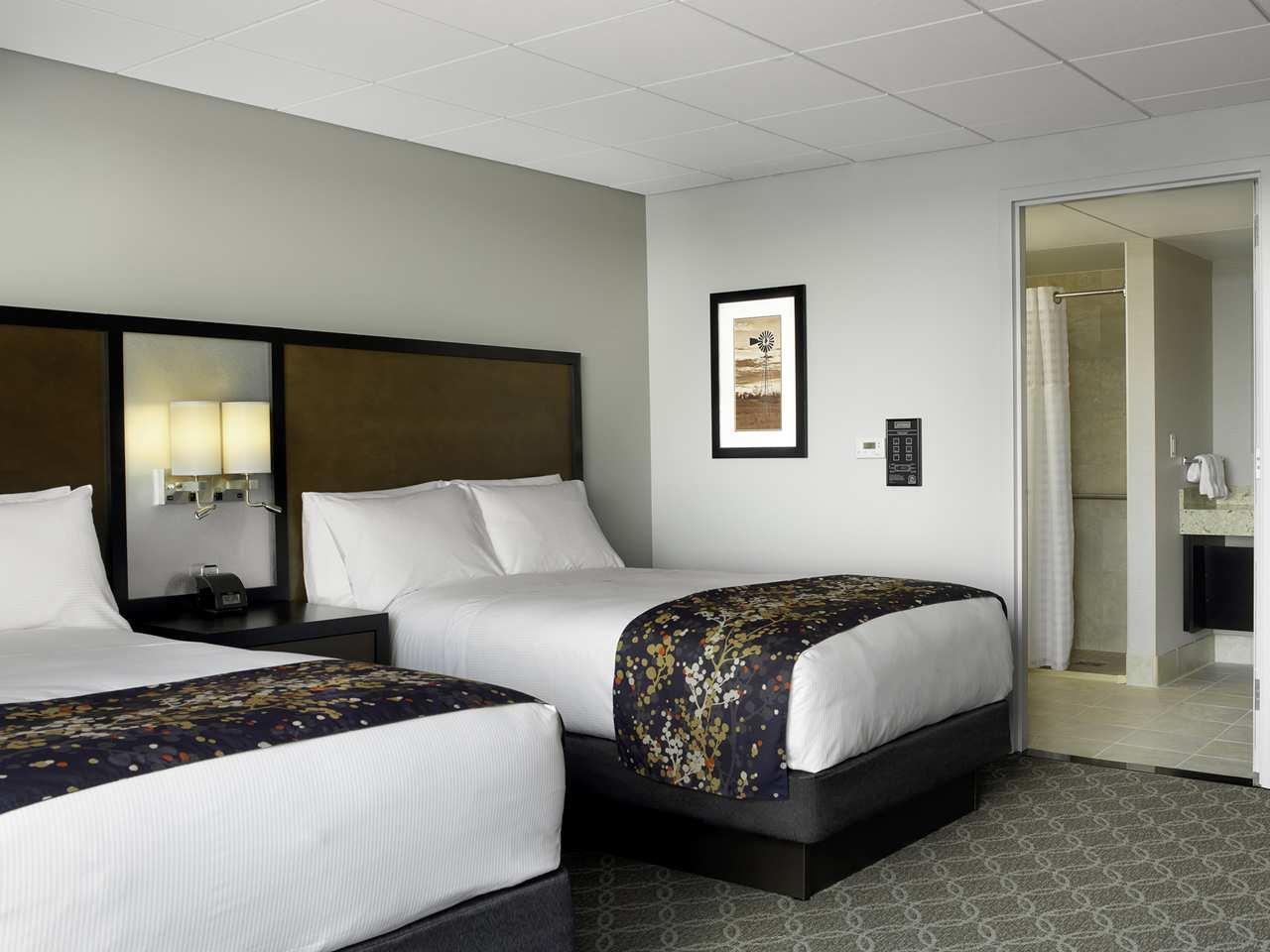 DoubleTree by Hilton Hotel Cedar Rapids Convention Complex image 8