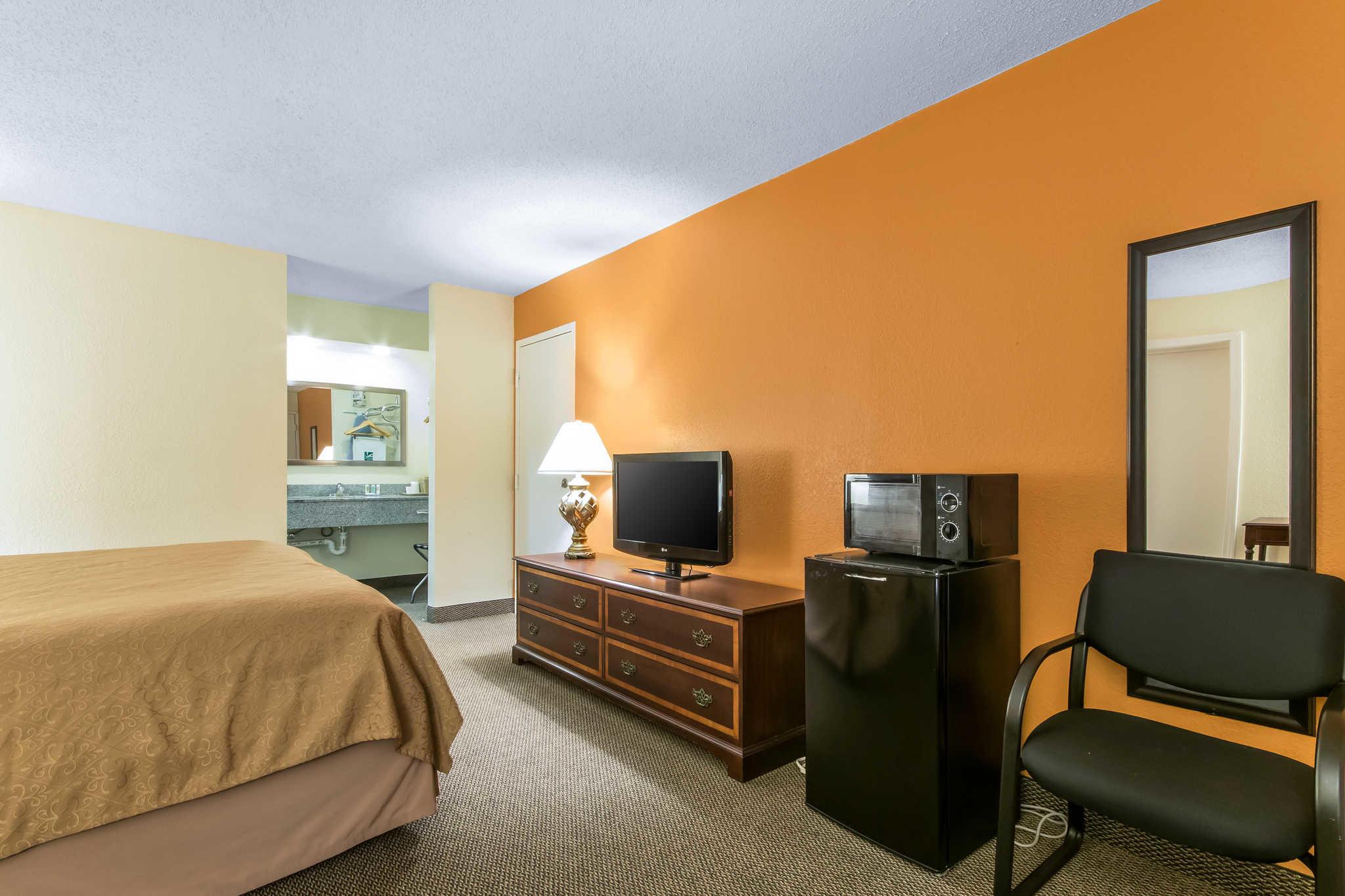 Quality Inn - Closed image 9