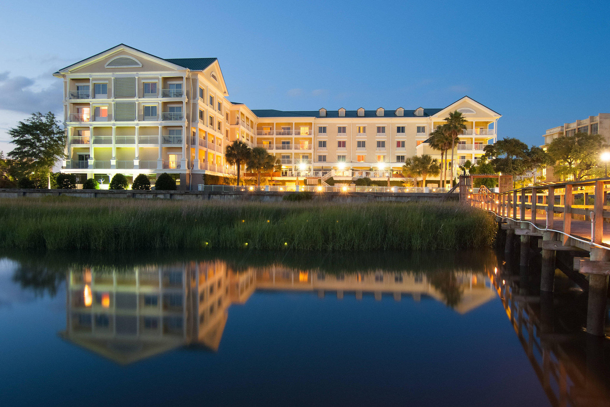 Courtyard by Marriott Charleston Waterfront