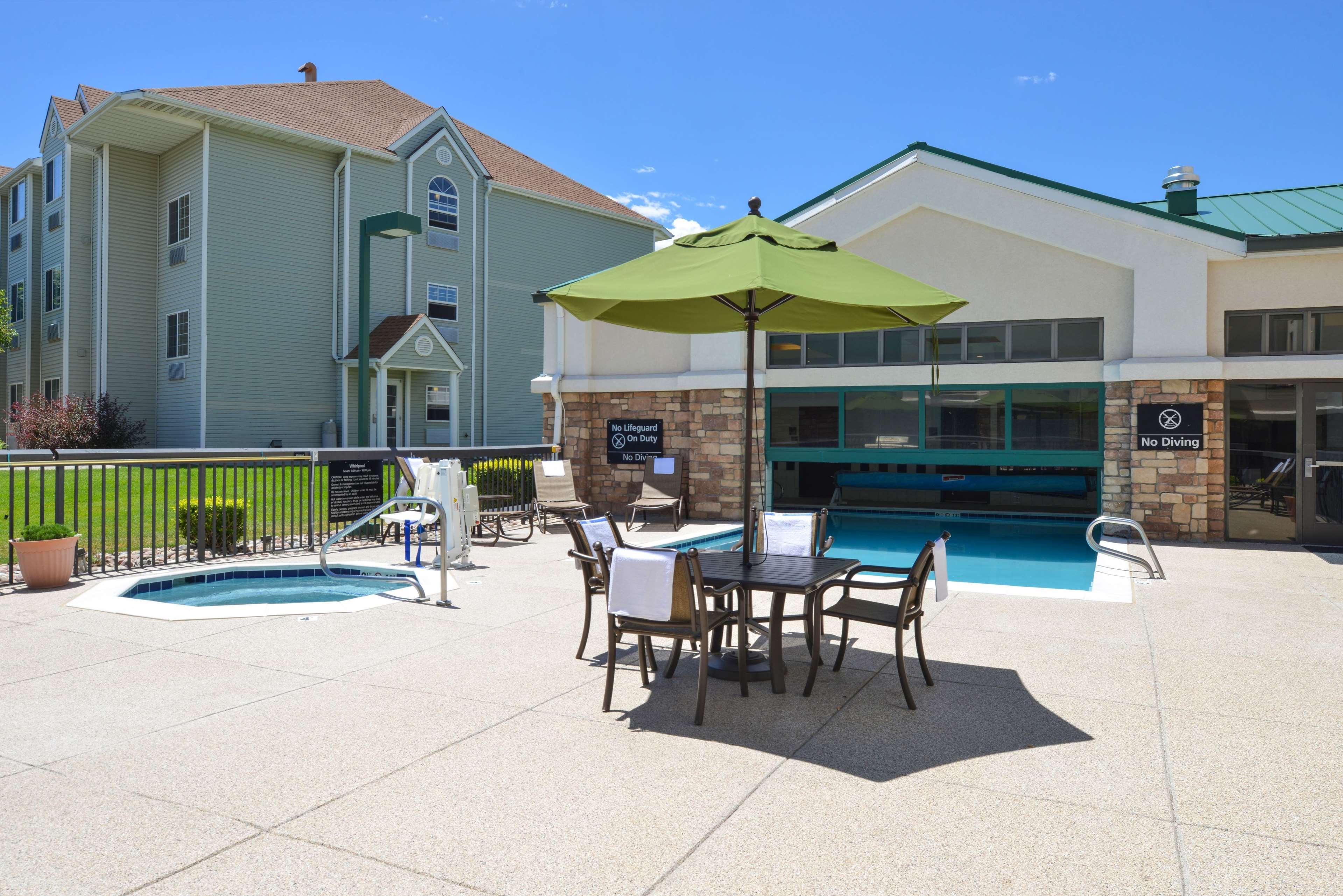 Hampton Inn & Suites Pueblo-Southgate image 9
