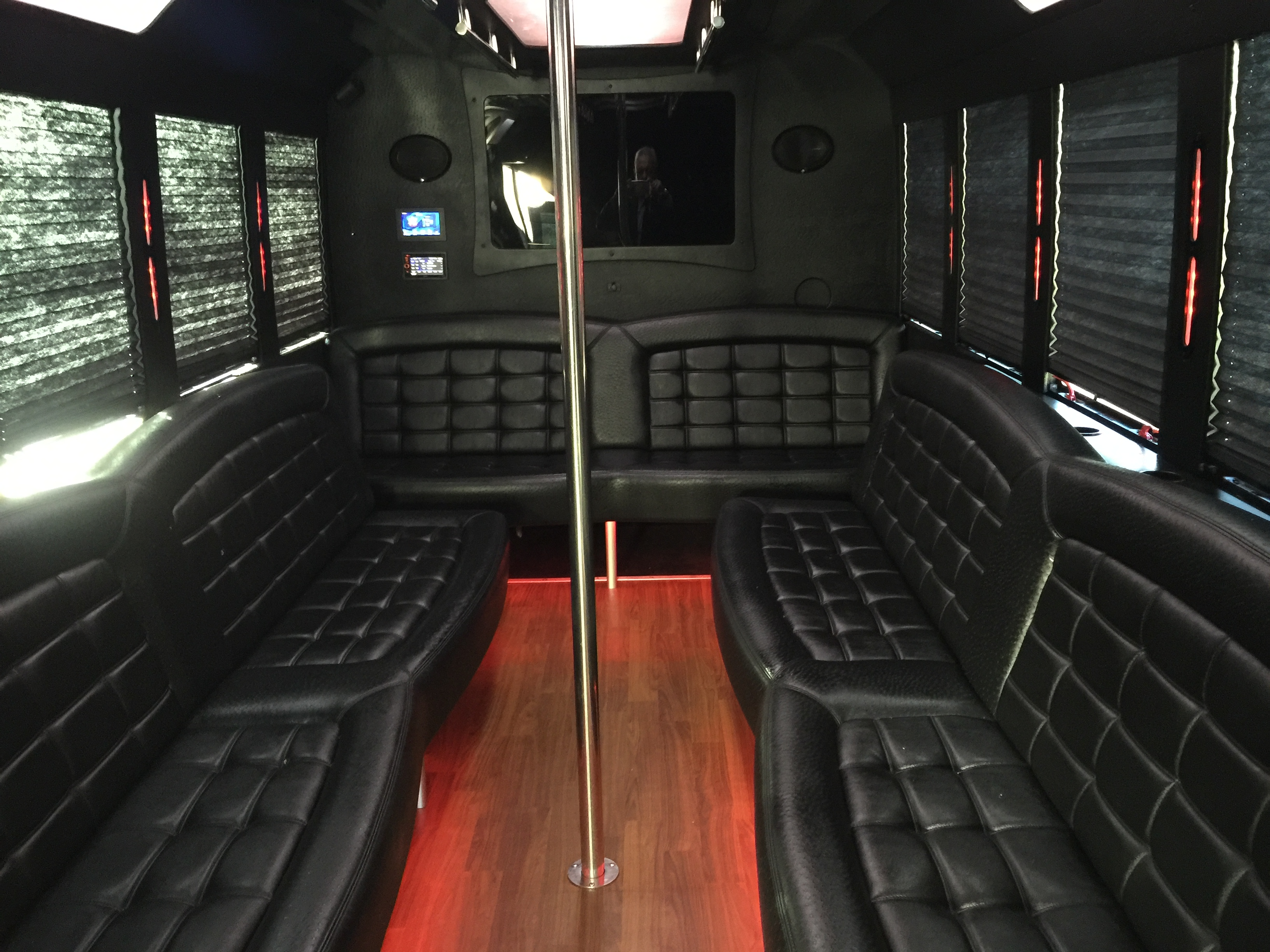 american luxury limousine image 5
