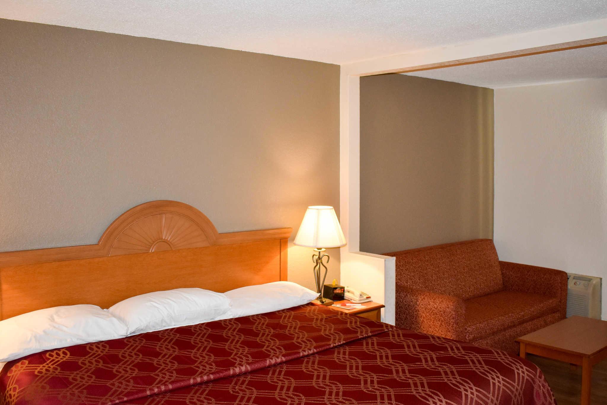 Econo Lodge Inn & Suites - Closed image 19