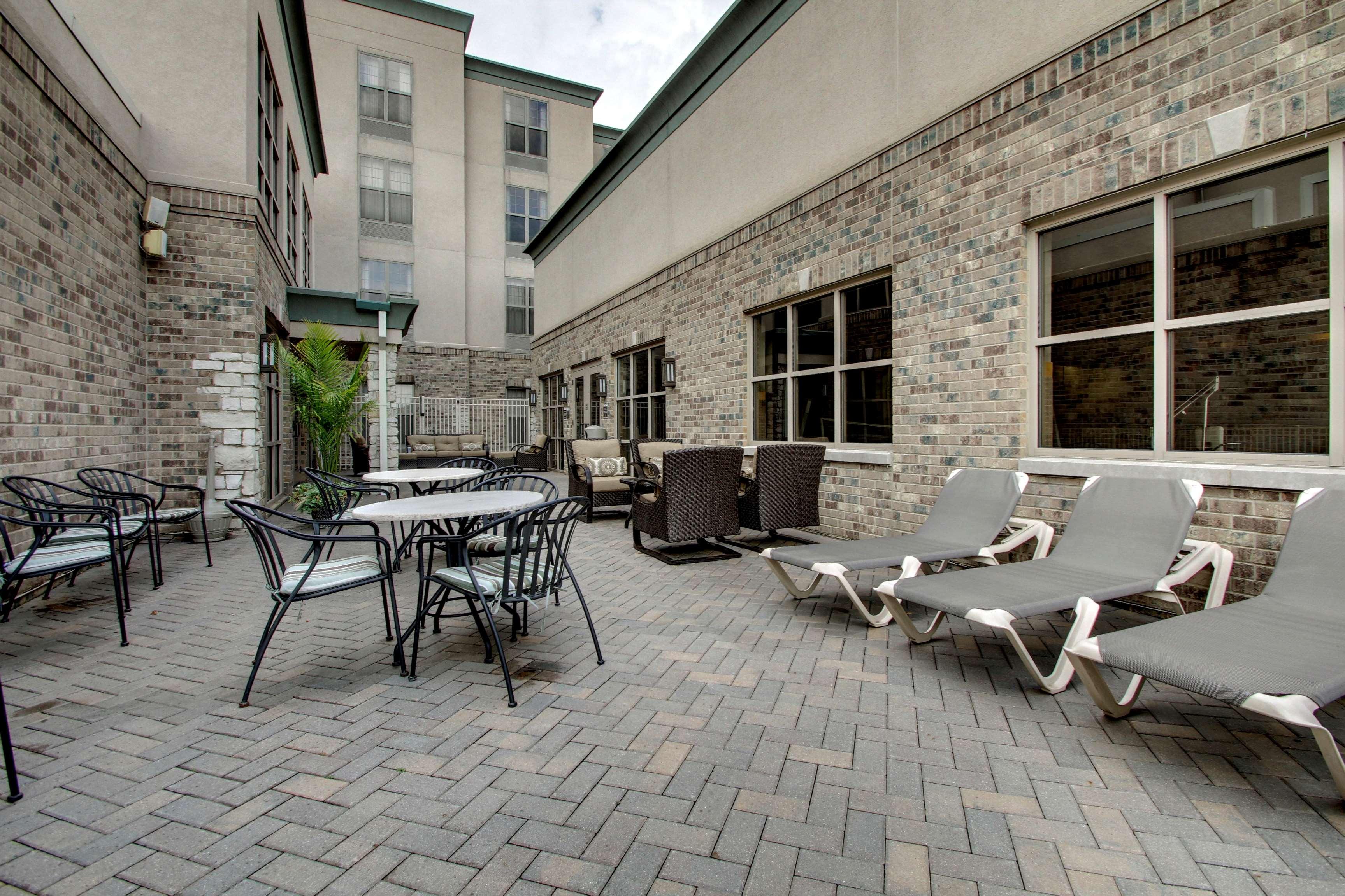 Hampton Inn & Suites Chicago/Aurora image 3