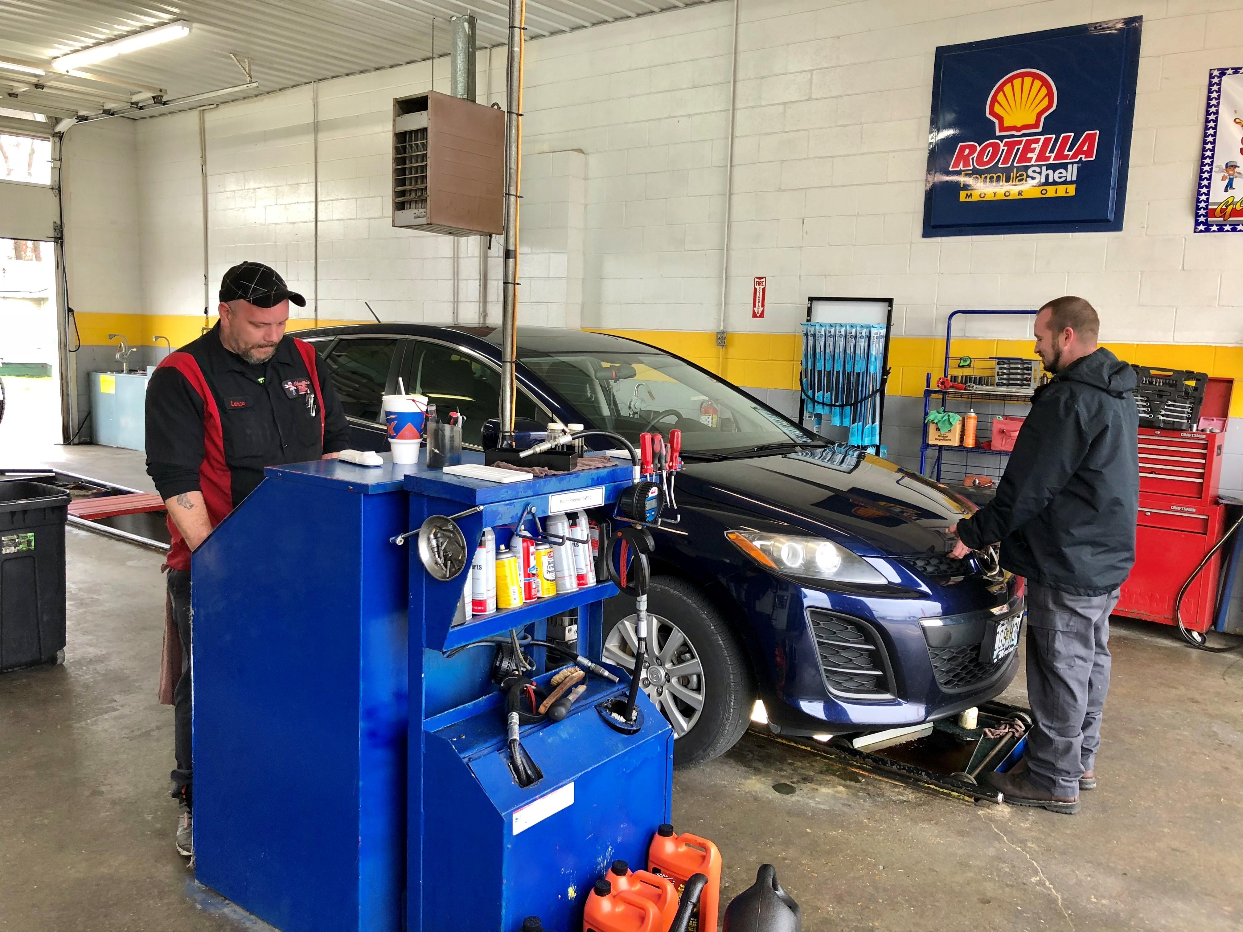 Charlie's Fast Lube Oil Change - Sikeston, MO image 1