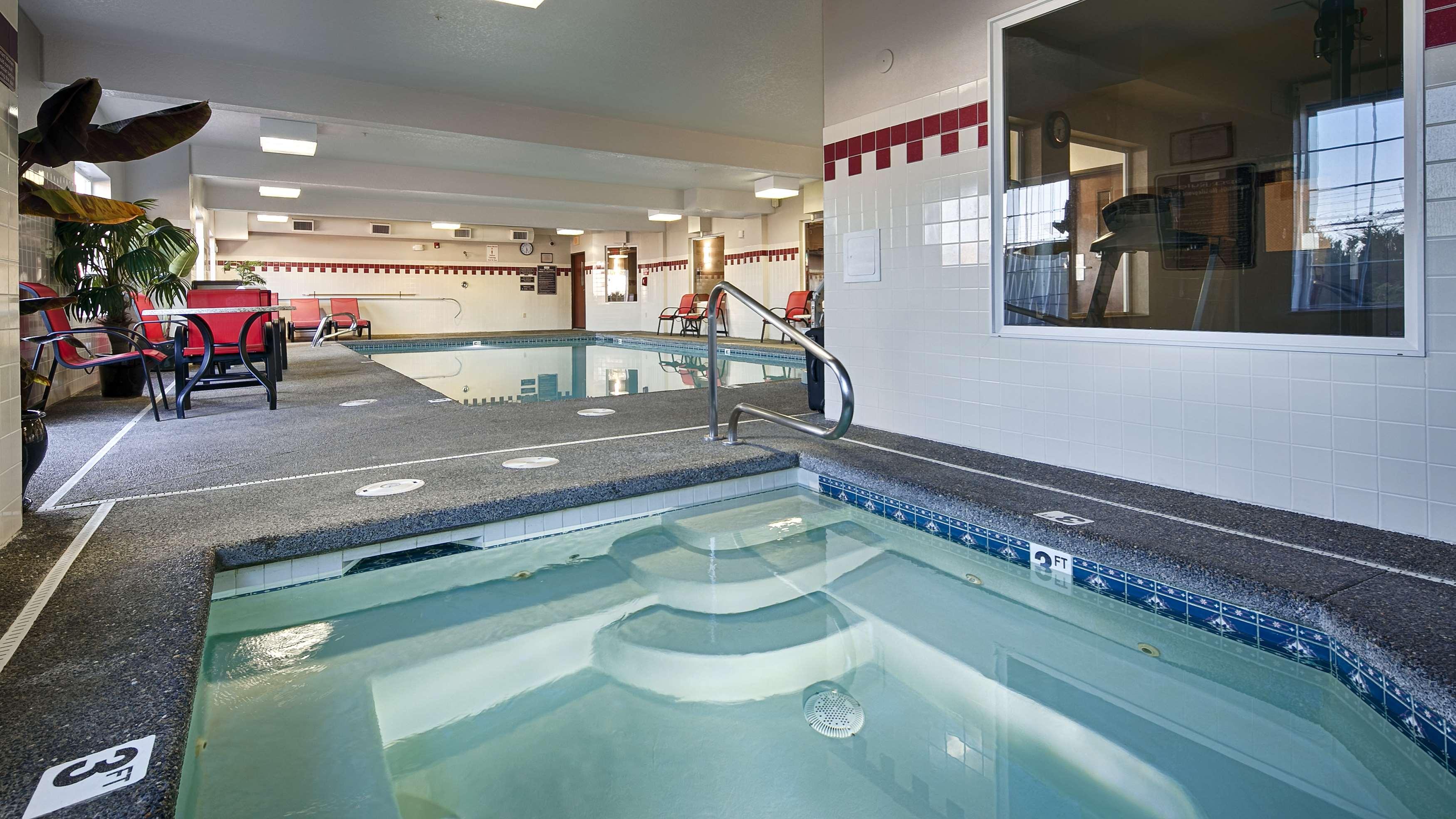 Best Western Plus Park Place Inn & Suites image 4