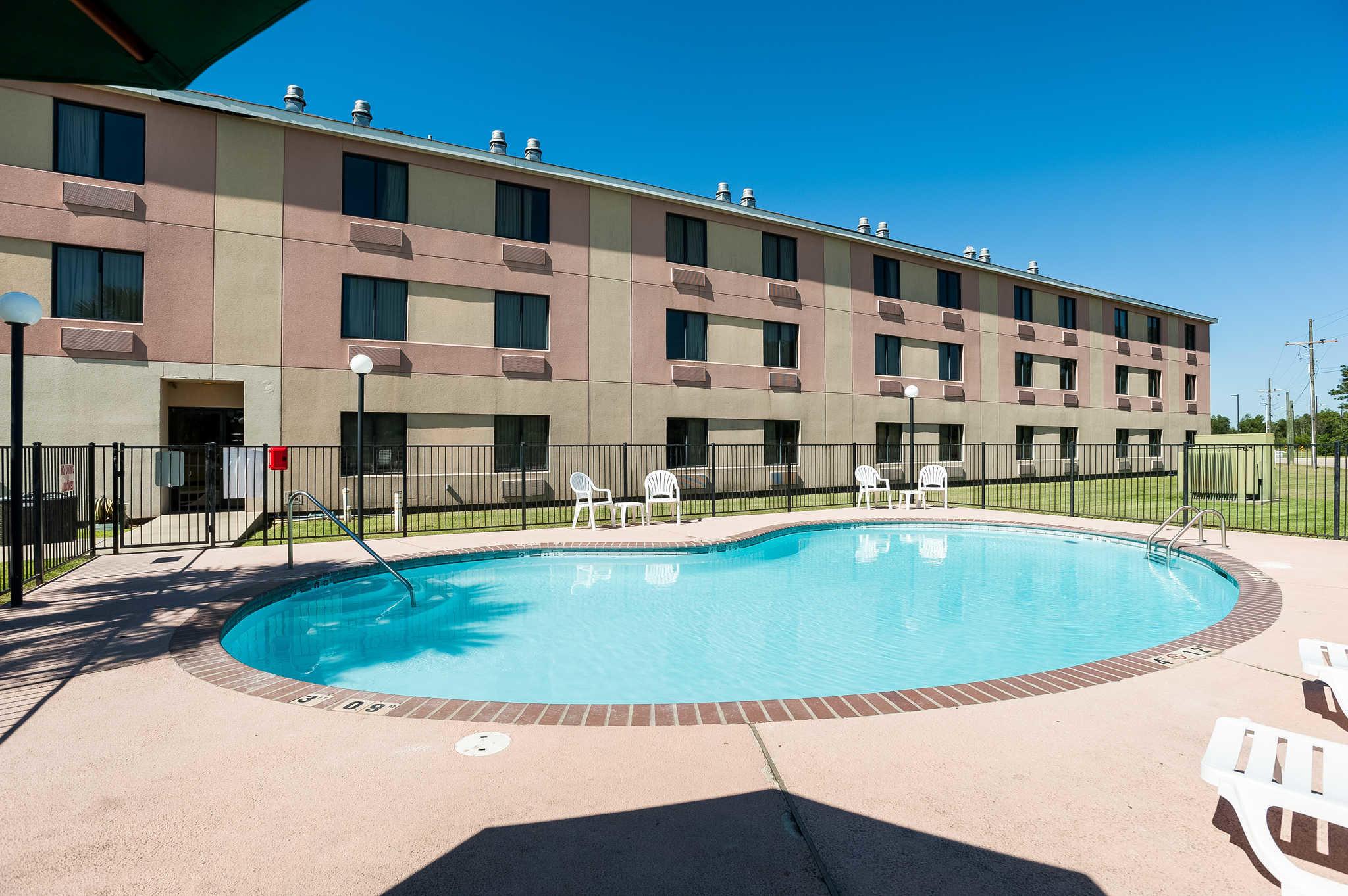 Quality Inn & Suites image 47