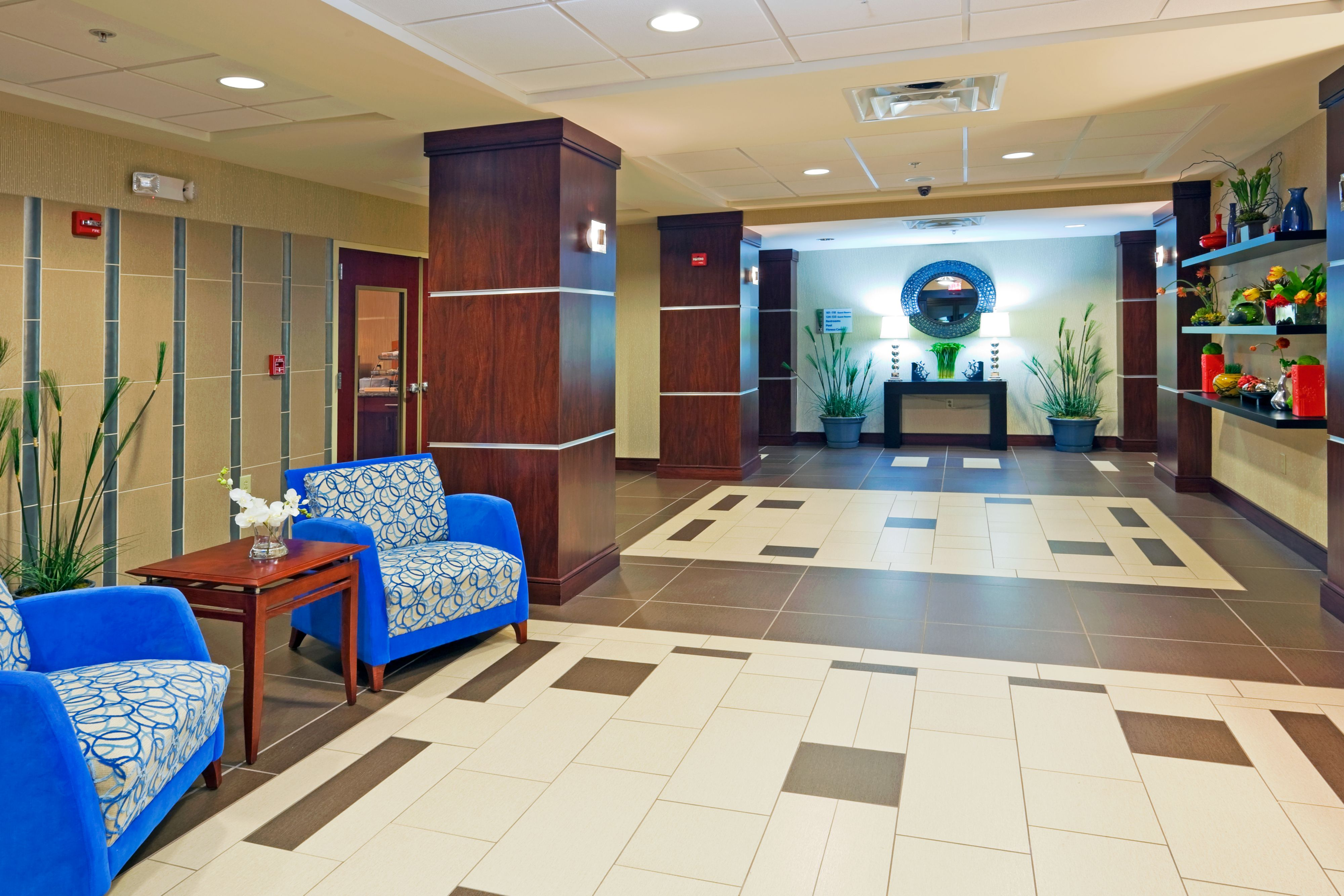 Holiday Inn Express & Suites Knoxville-Farragut image 4