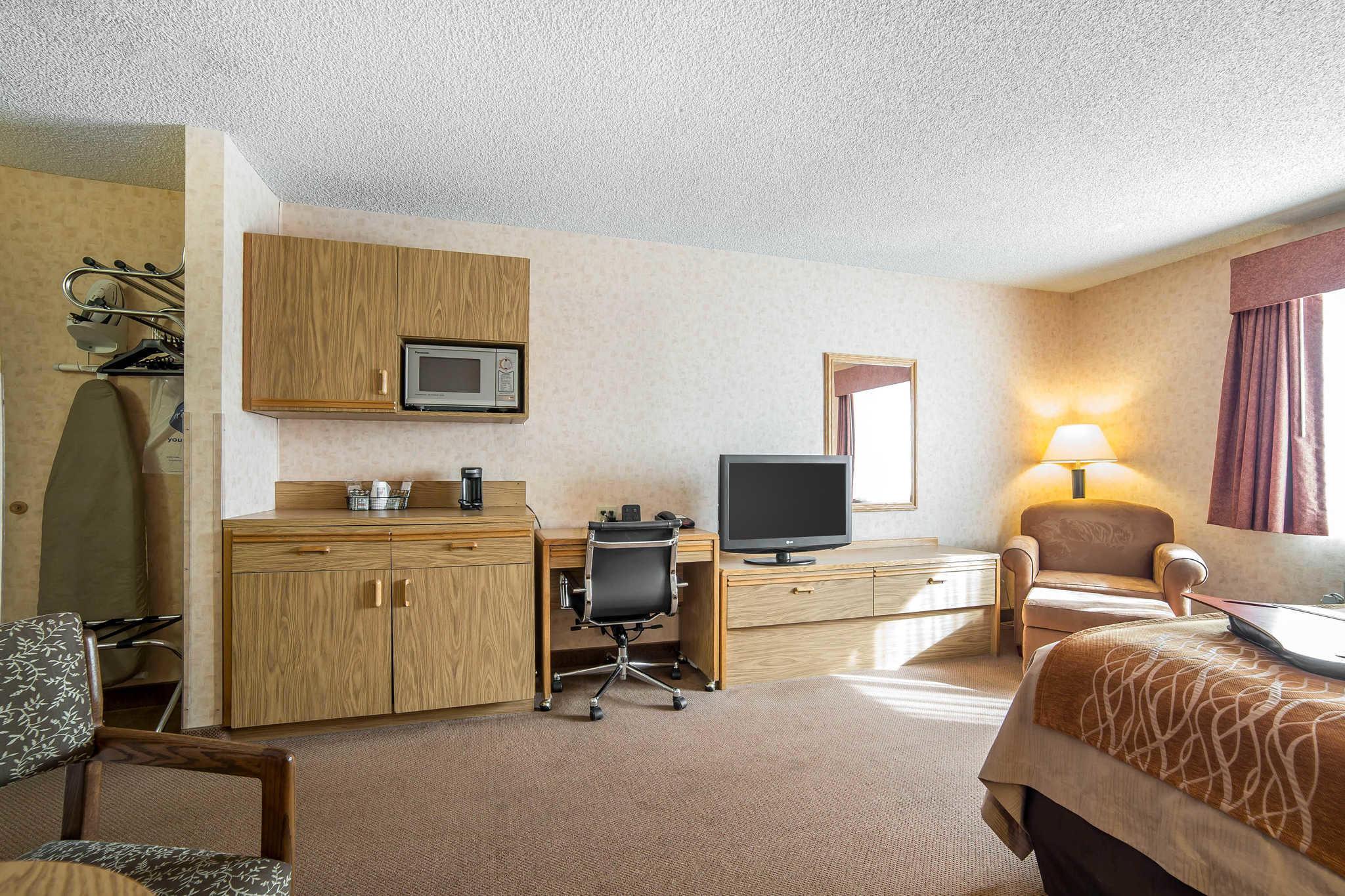 Quality Inn image 5