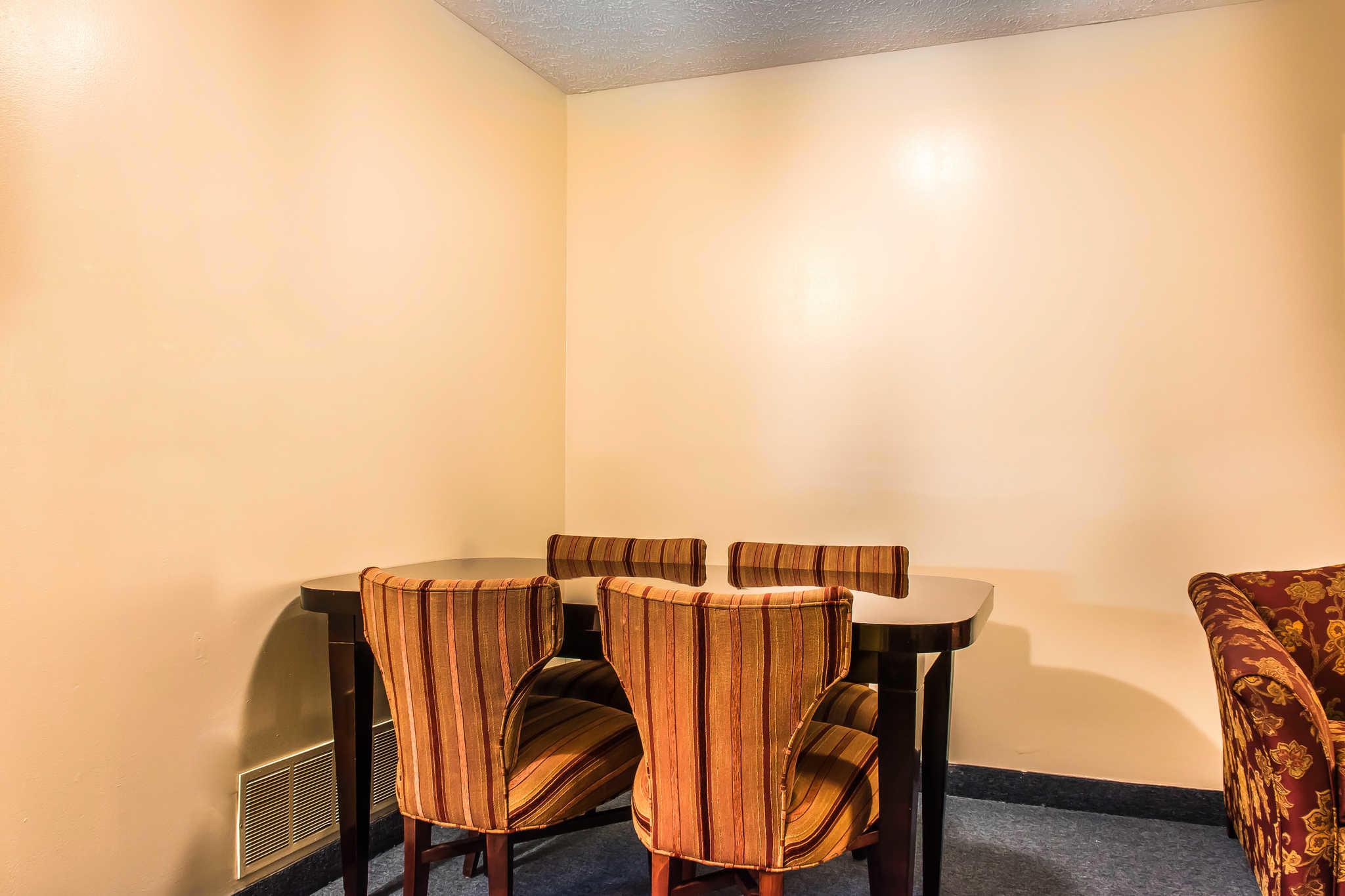 Econo Lodge Inn & Suites image 10