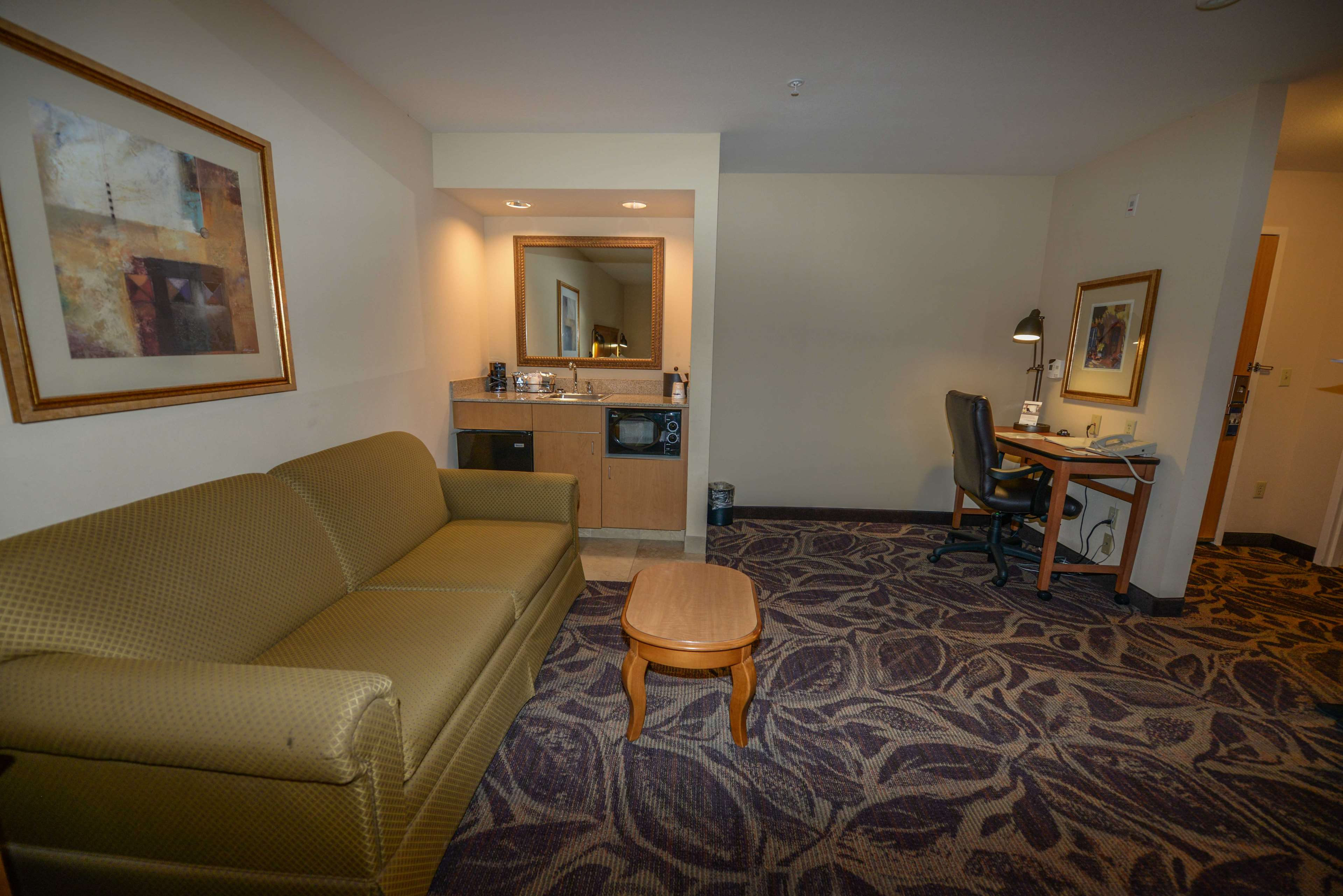 Hampton Inn & Suites Bremerton image 34