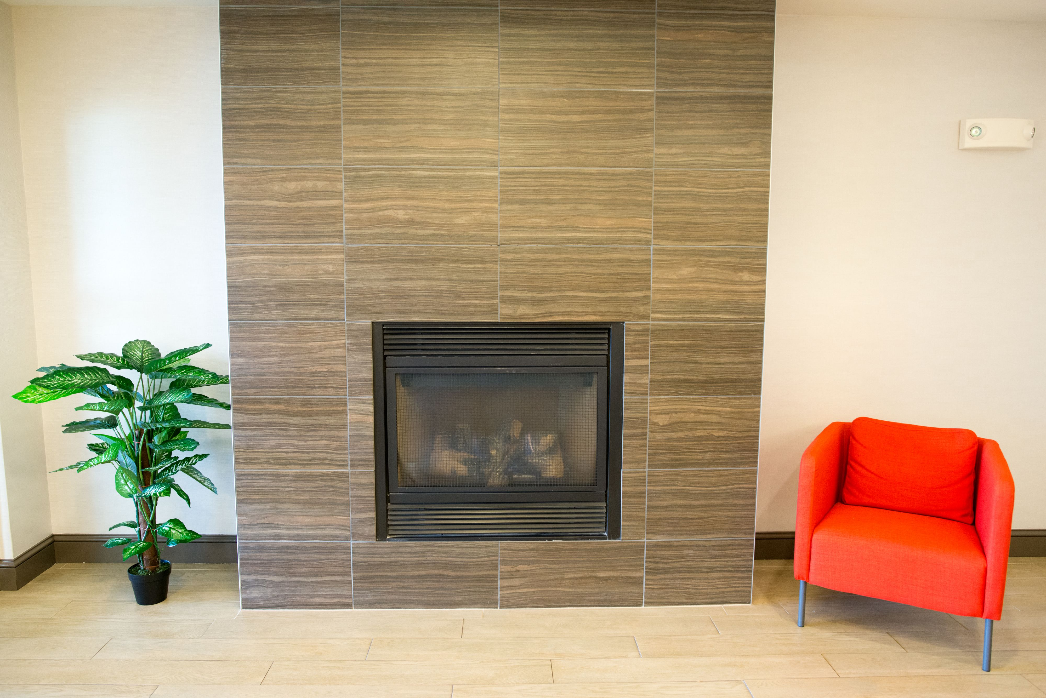 Holiday Inn Express & Suites Chanhassen image 4