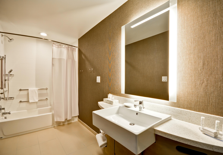 SpringHill Suites by Marriott Cincinnati Blue Ash image 20