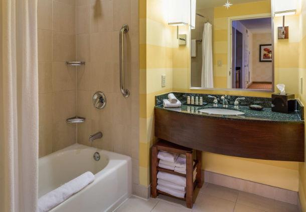 Renaissance Charlotte Suites Hotel image 6