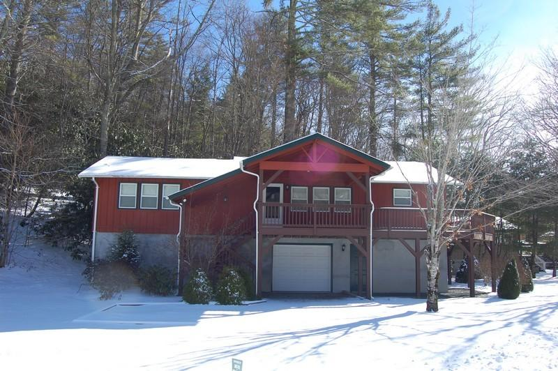 Ready to move in 2 bedroom/2 bath with full basement.  For details call us at 800-521-3712!