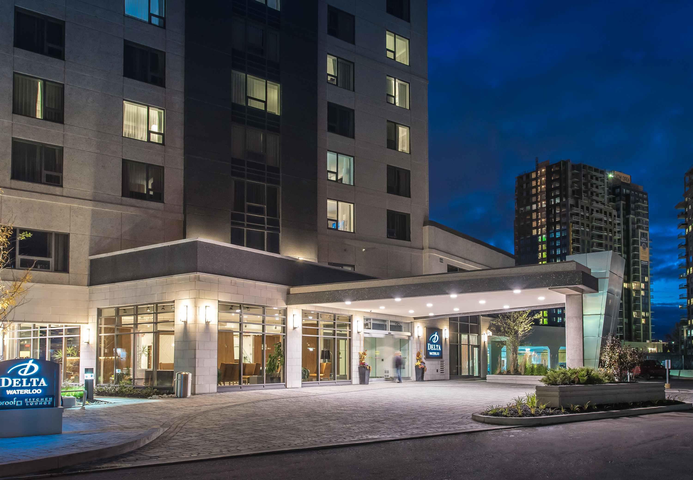 Delta hotels by marriott waterloo waterloo on ourbis for Hotels waterloo