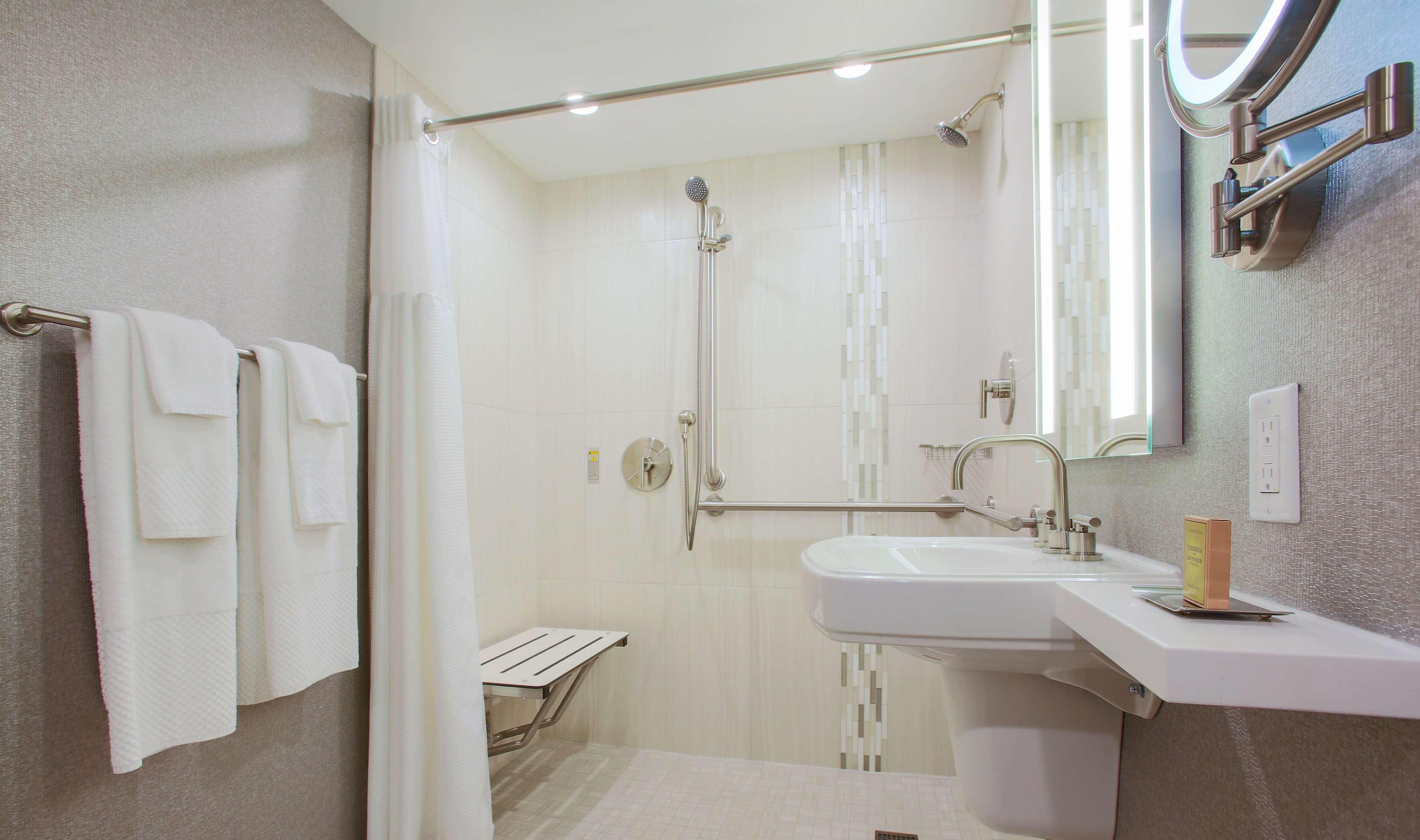 DoubleTree by Hilton Hotel Chicago - Alsip image 9