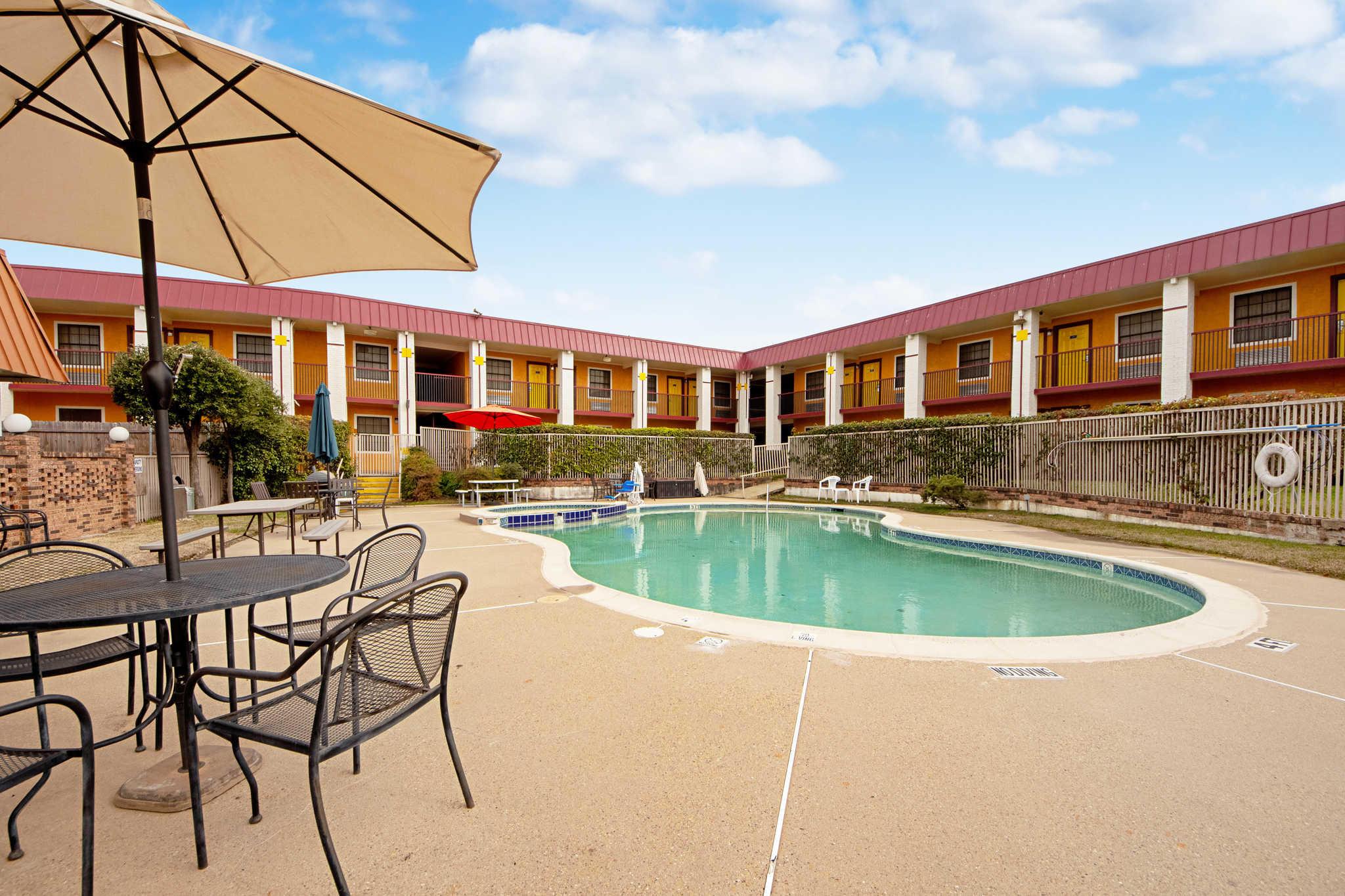 Rodeway Inn & Suites image 55