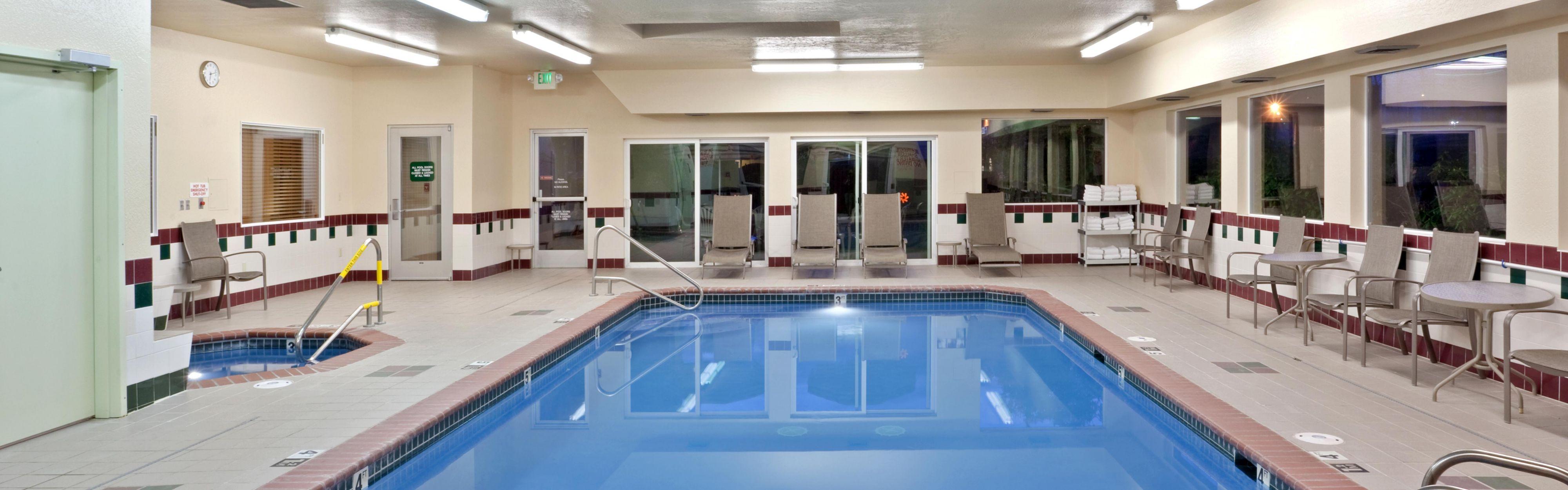 Holiday Inn Express & Suites Burlington image 2