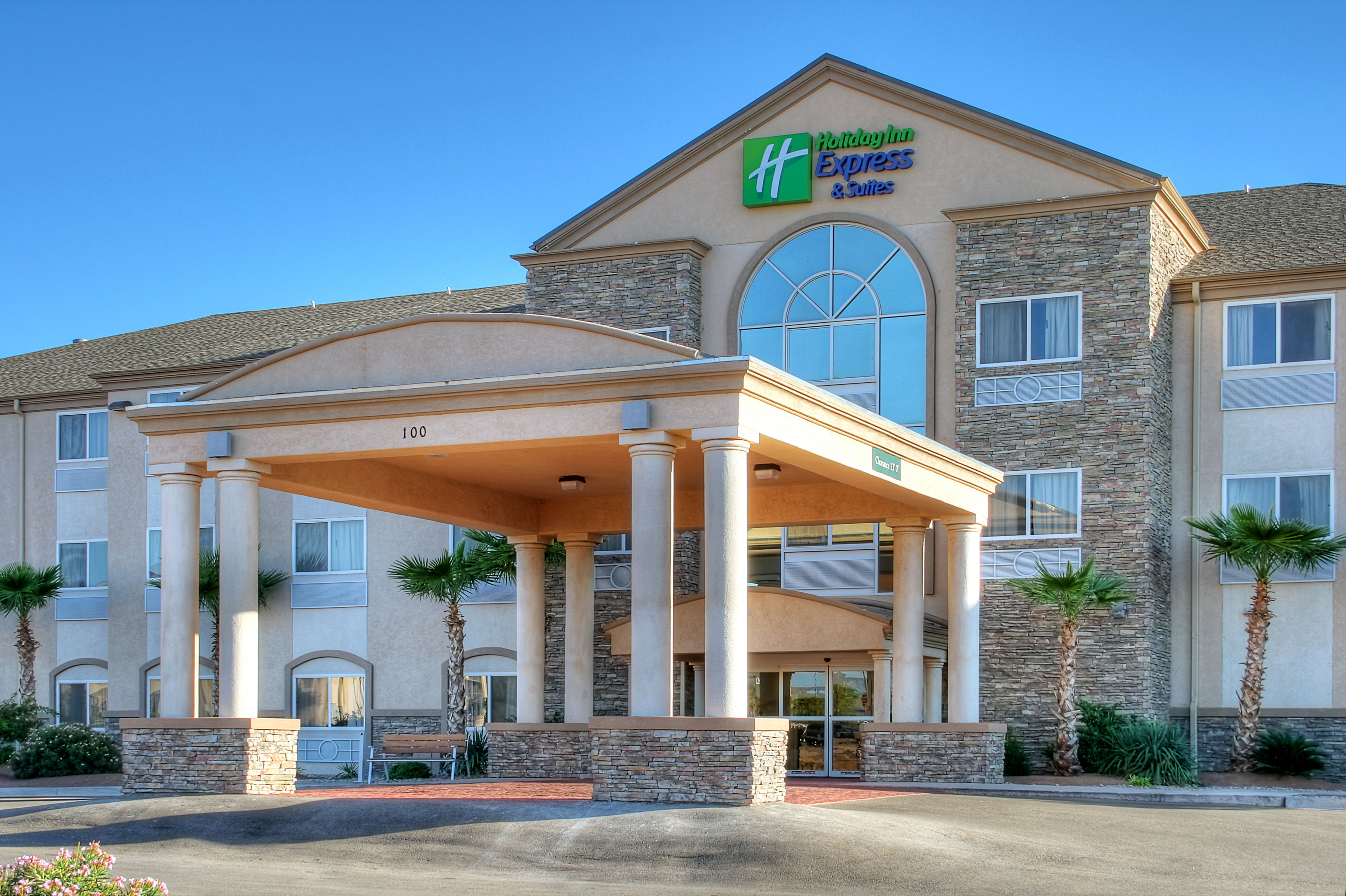 Holiday Inn Express Amp Suites Akron Regional Airport Area