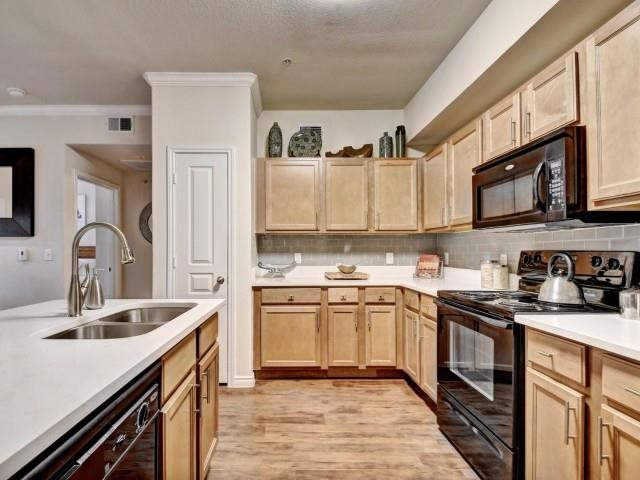 Palm Valley Apartments image 5