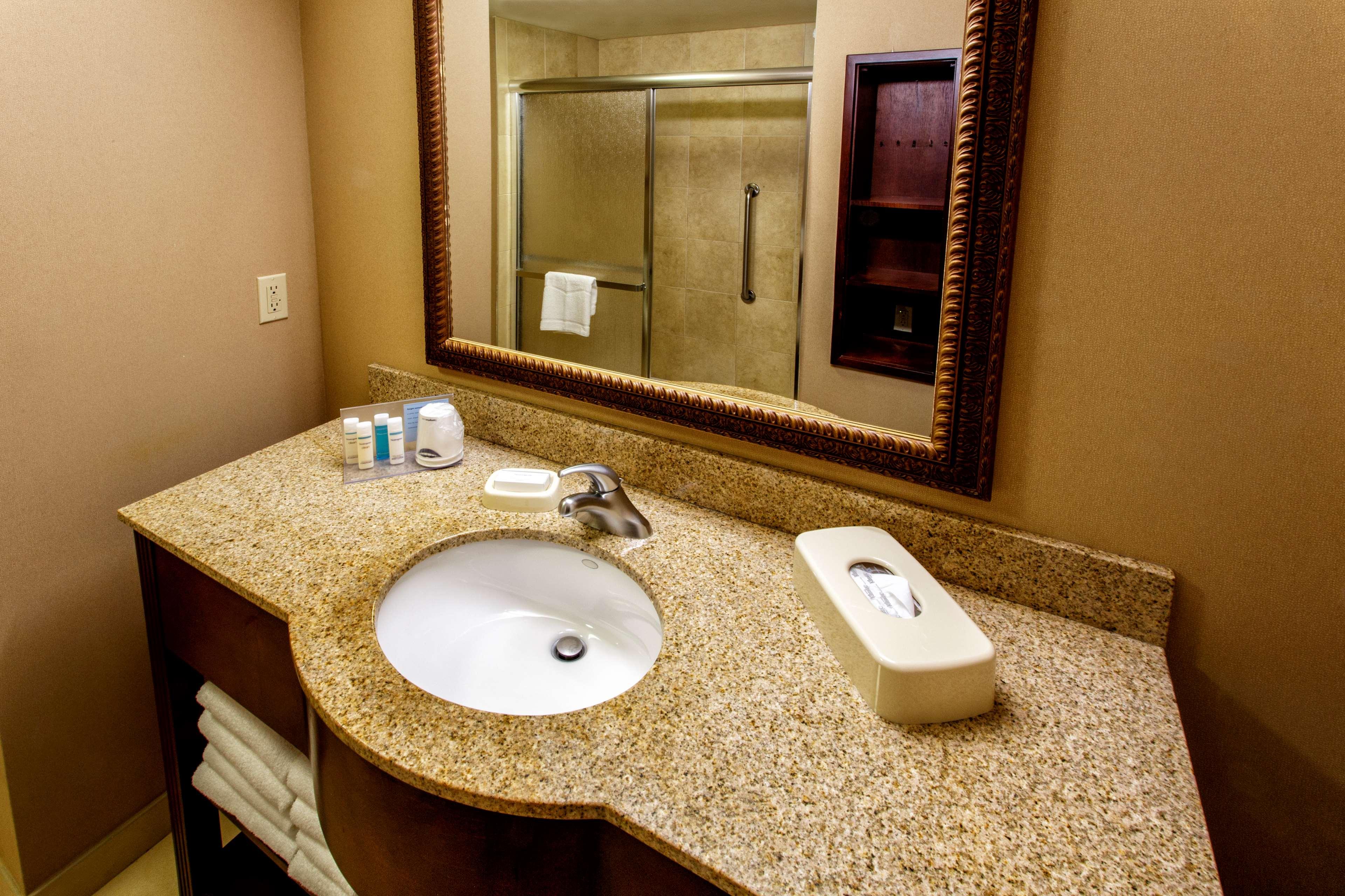 Hampton Inn & Suites Staten Island image 21