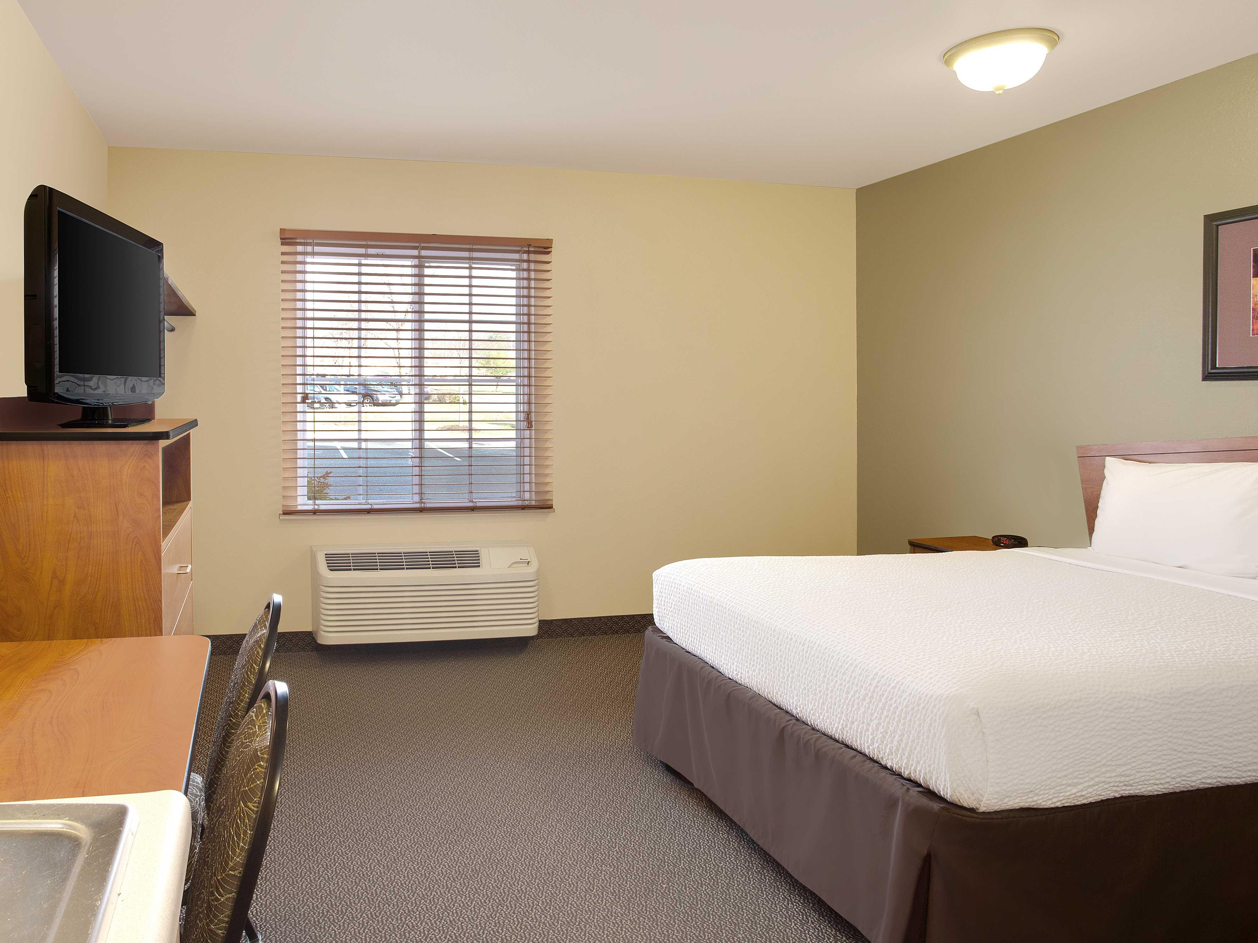 WoodSpring Suites Richmond West image 4
