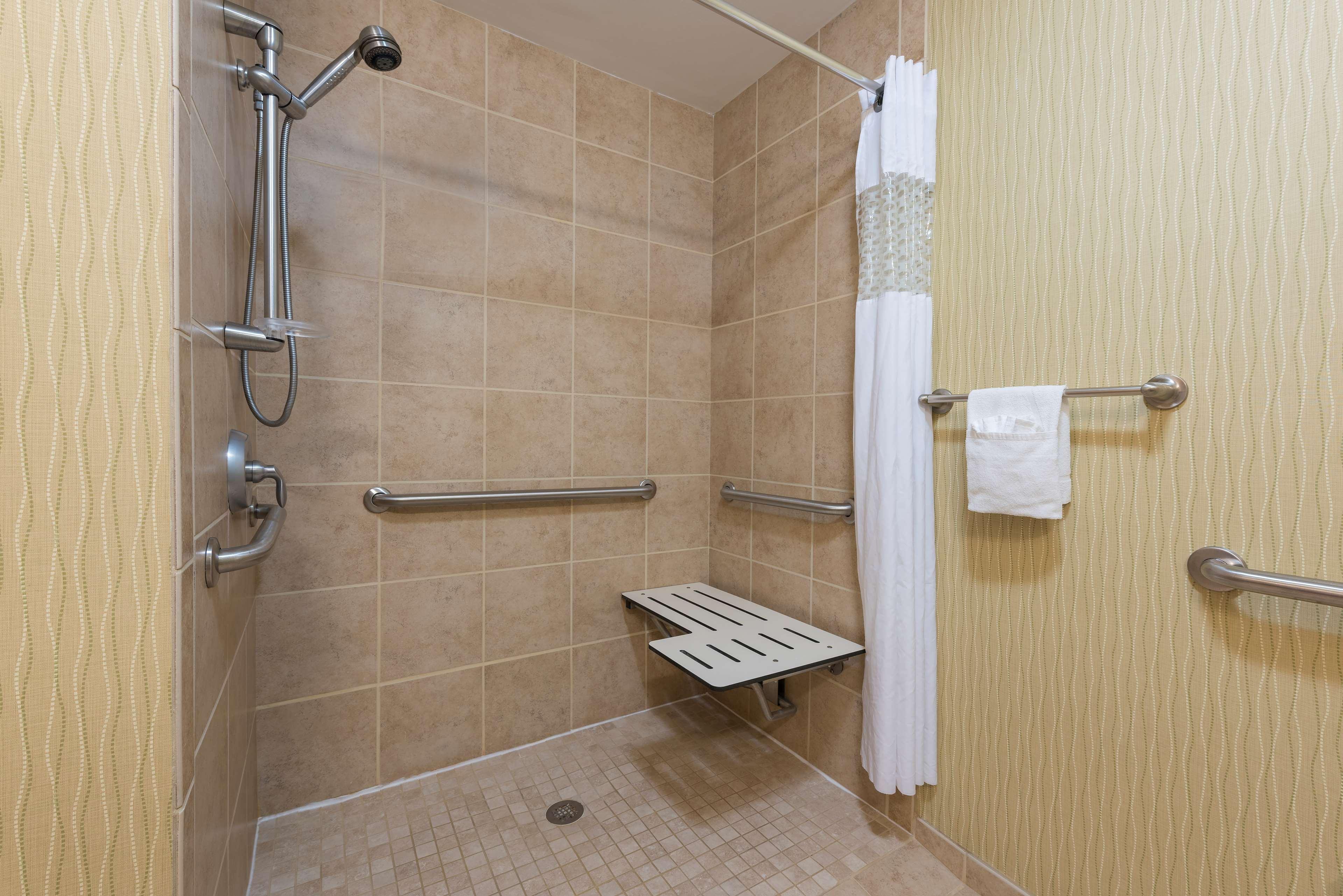 Hampton Inn East Lansing image 23