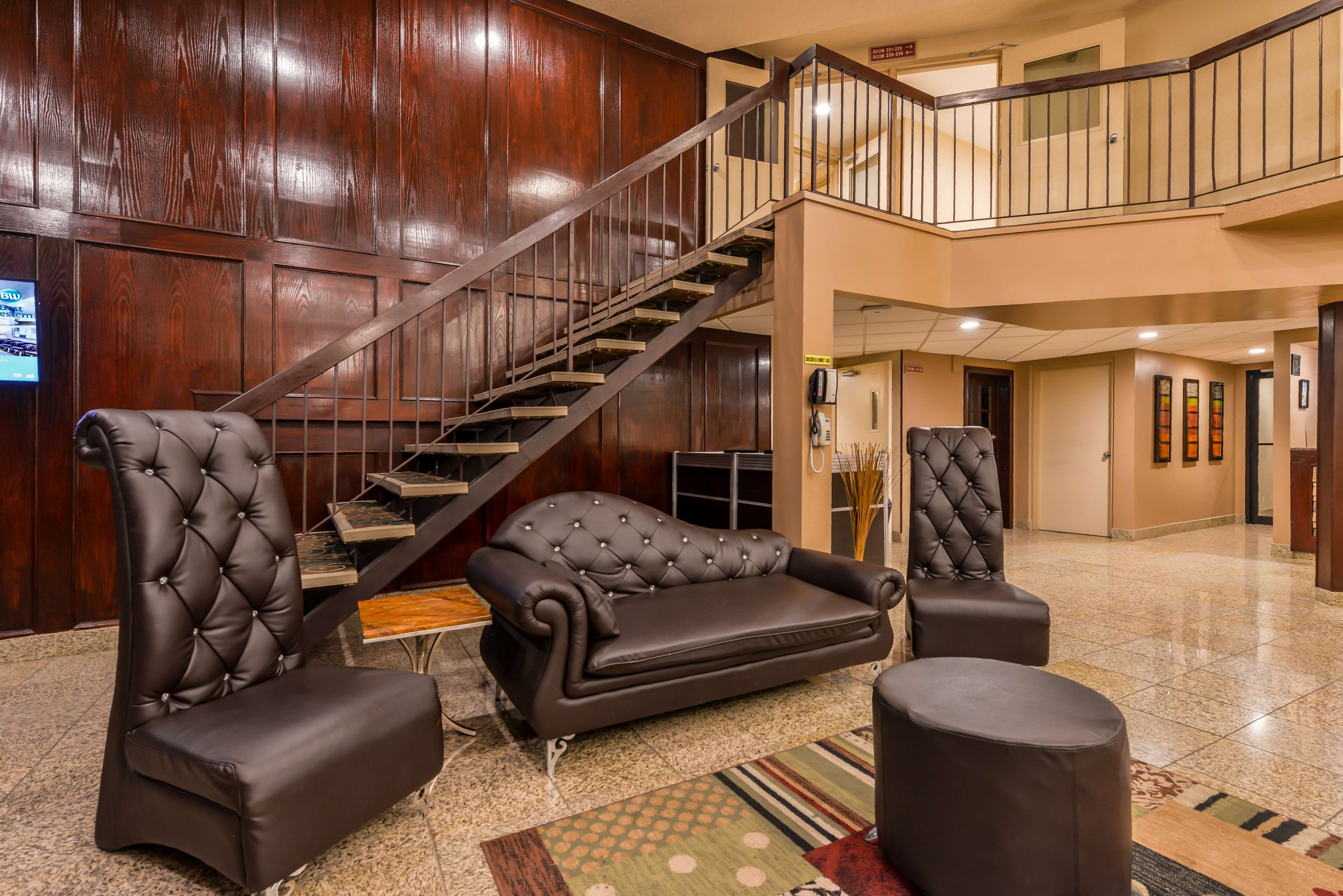 Best Western Marquis Inn & Suites in Prince Albert: Hotel Lobby