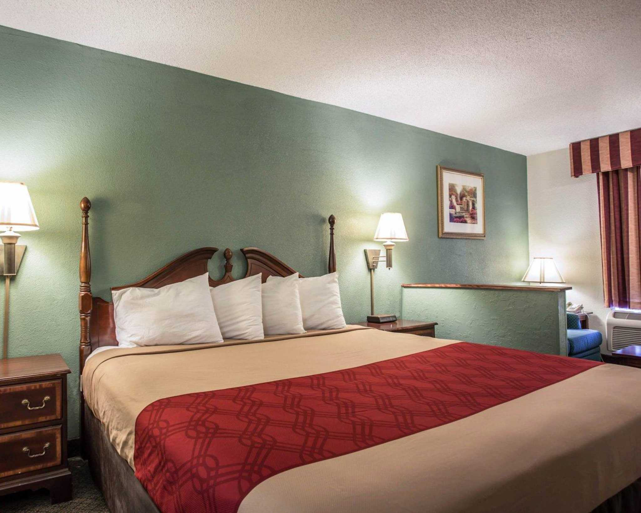 Econo Lodge & Suites Lake Norman image 9