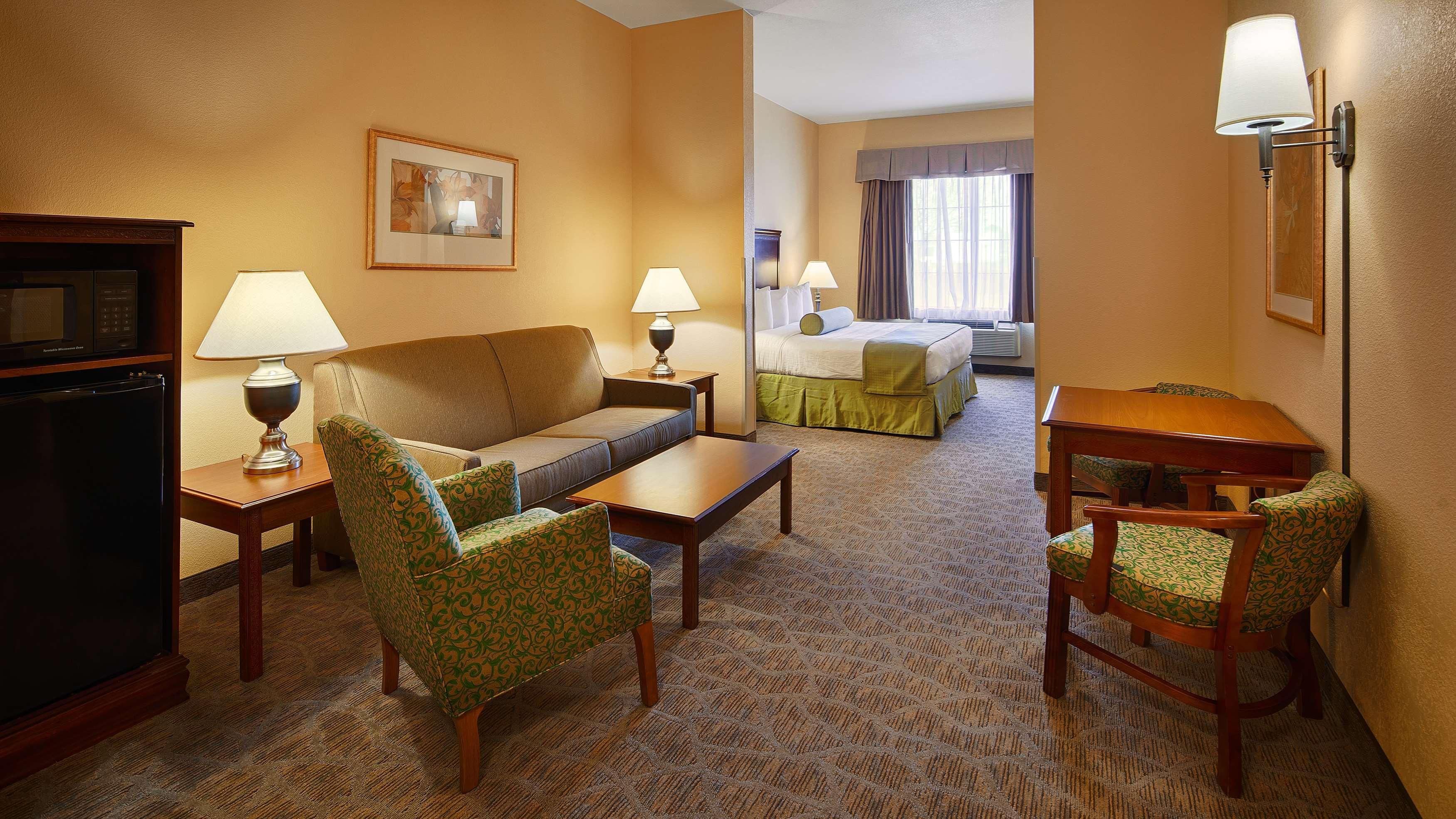 Best Western Plus Executive Hotel & Suites image 22