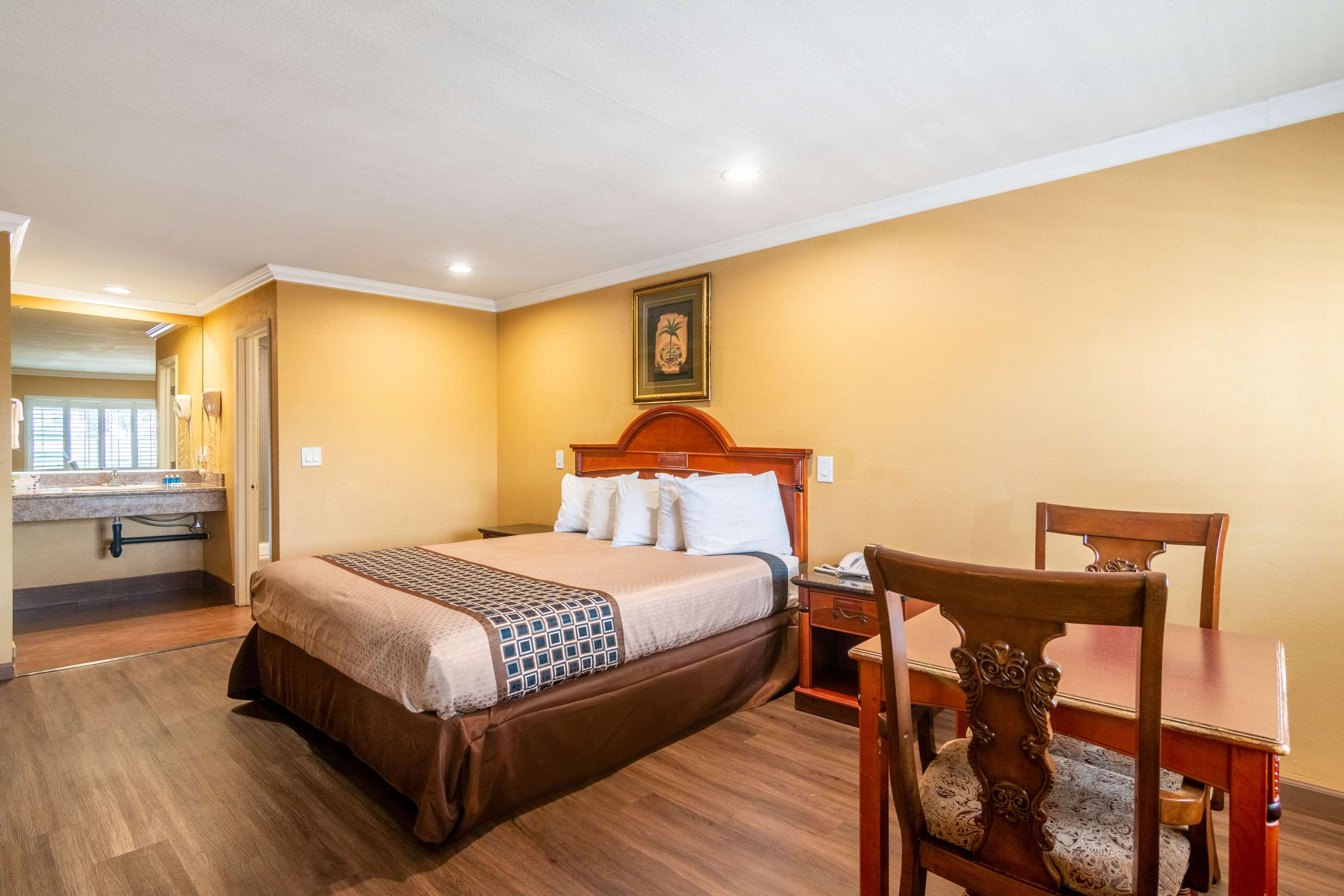 Guest Room With King bed Without Sofa