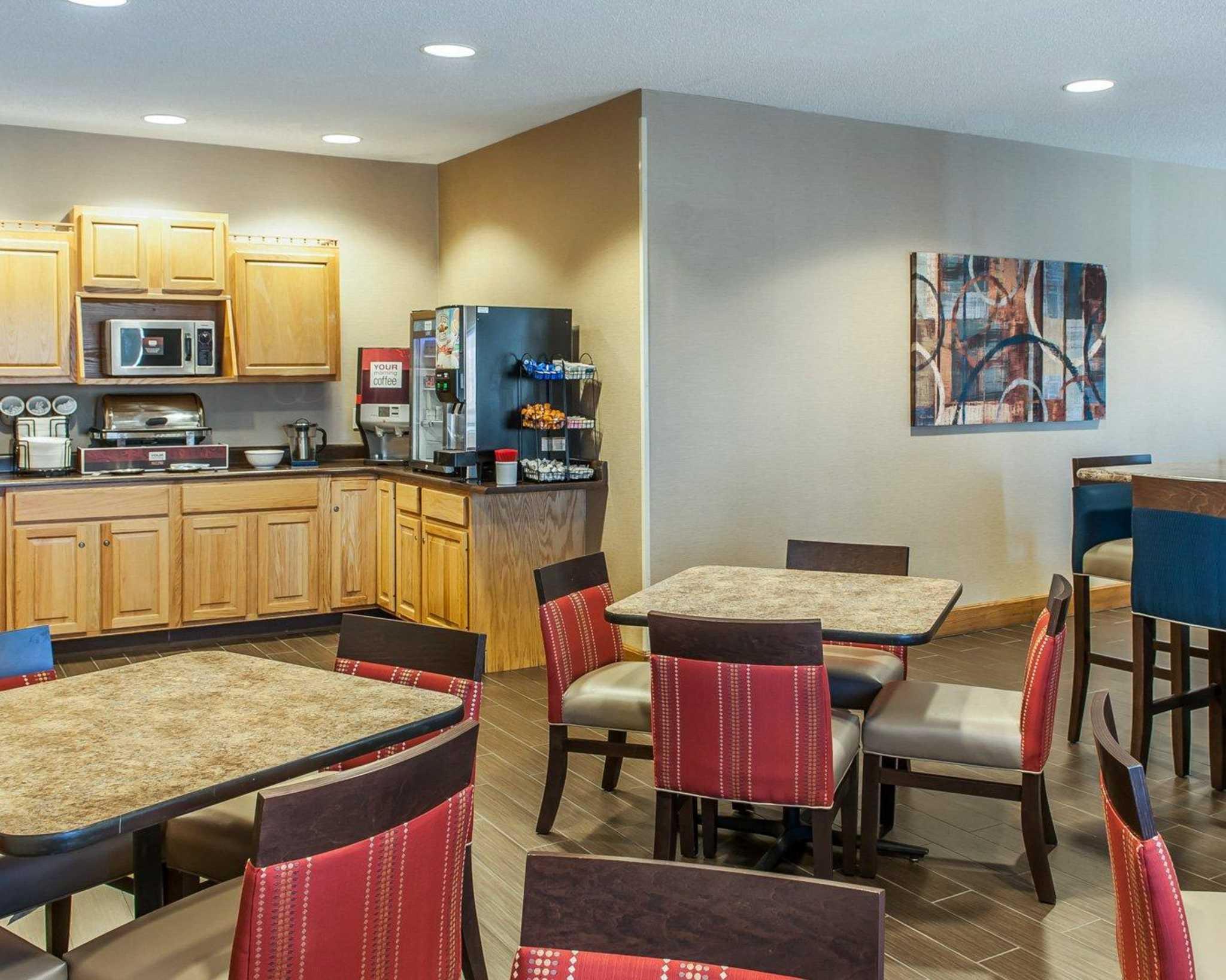 Comfort Inn Shelbyville North image 3