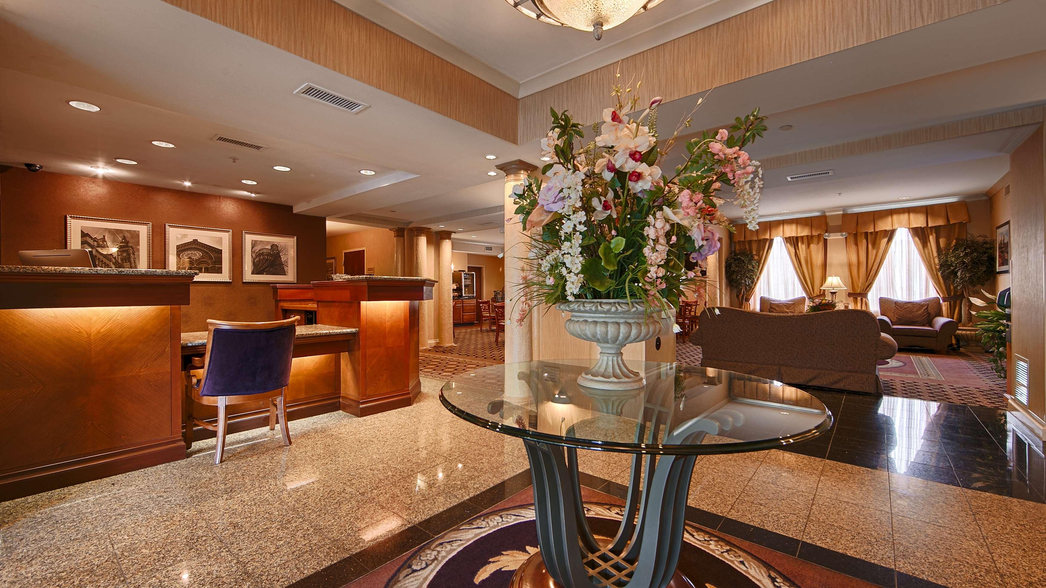 Best Western Plus Hannaford Inn & Suites image 3