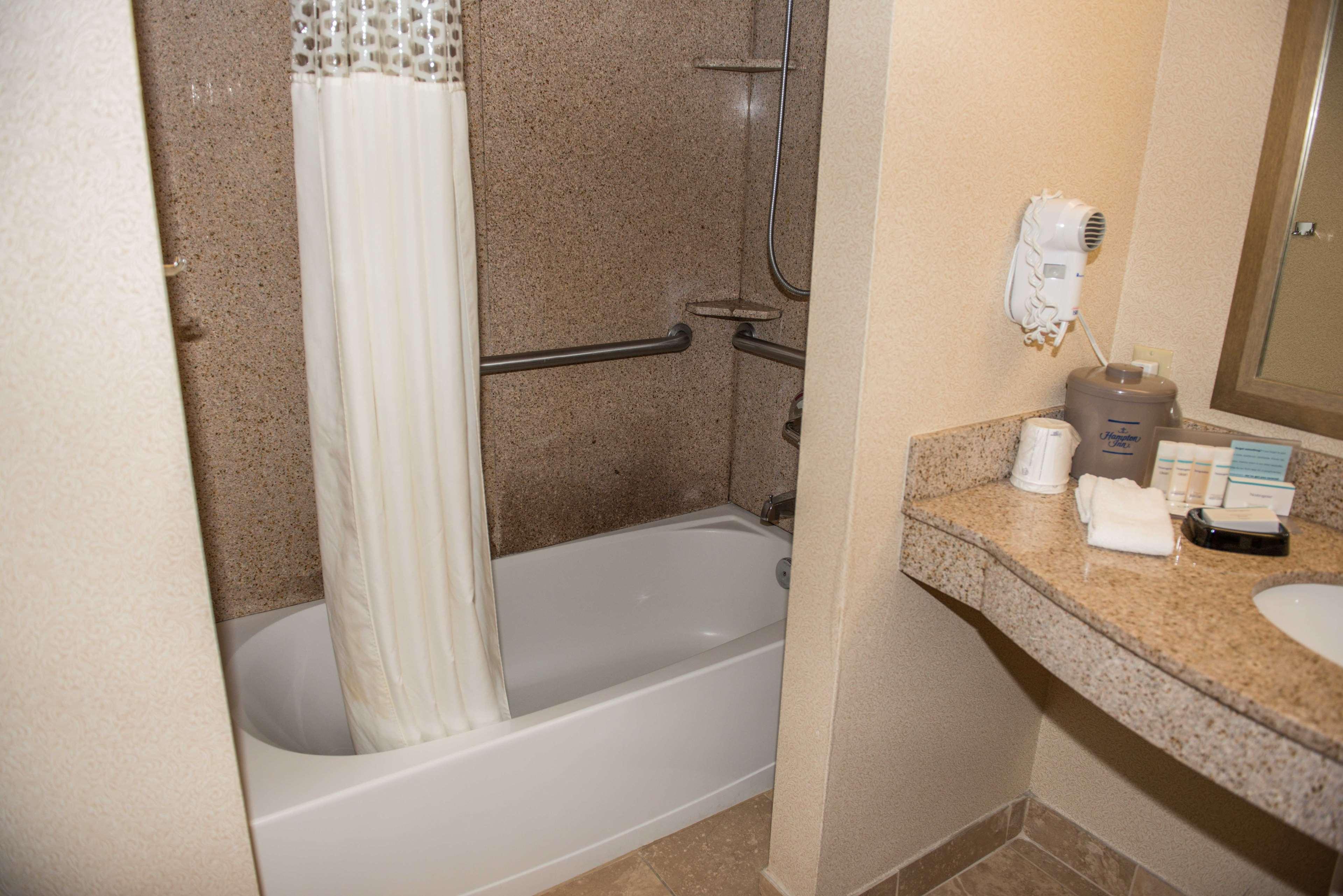 Hampton Inn & Suites Bremerton image 41
