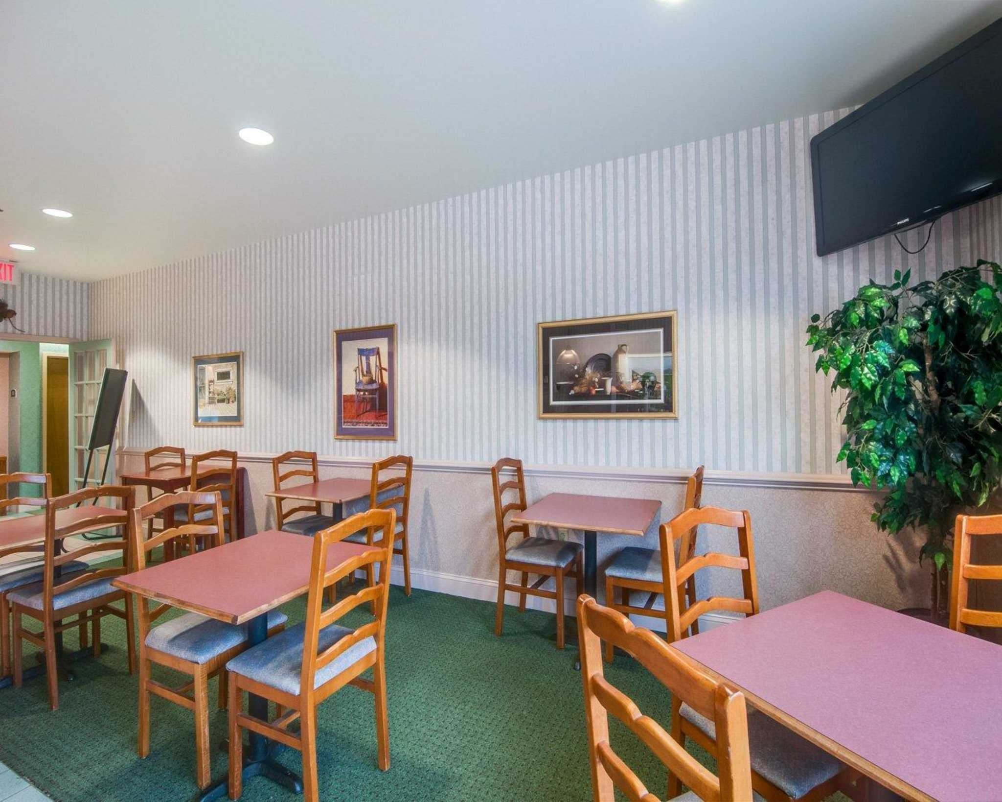 Comfort Inn Airport image 25