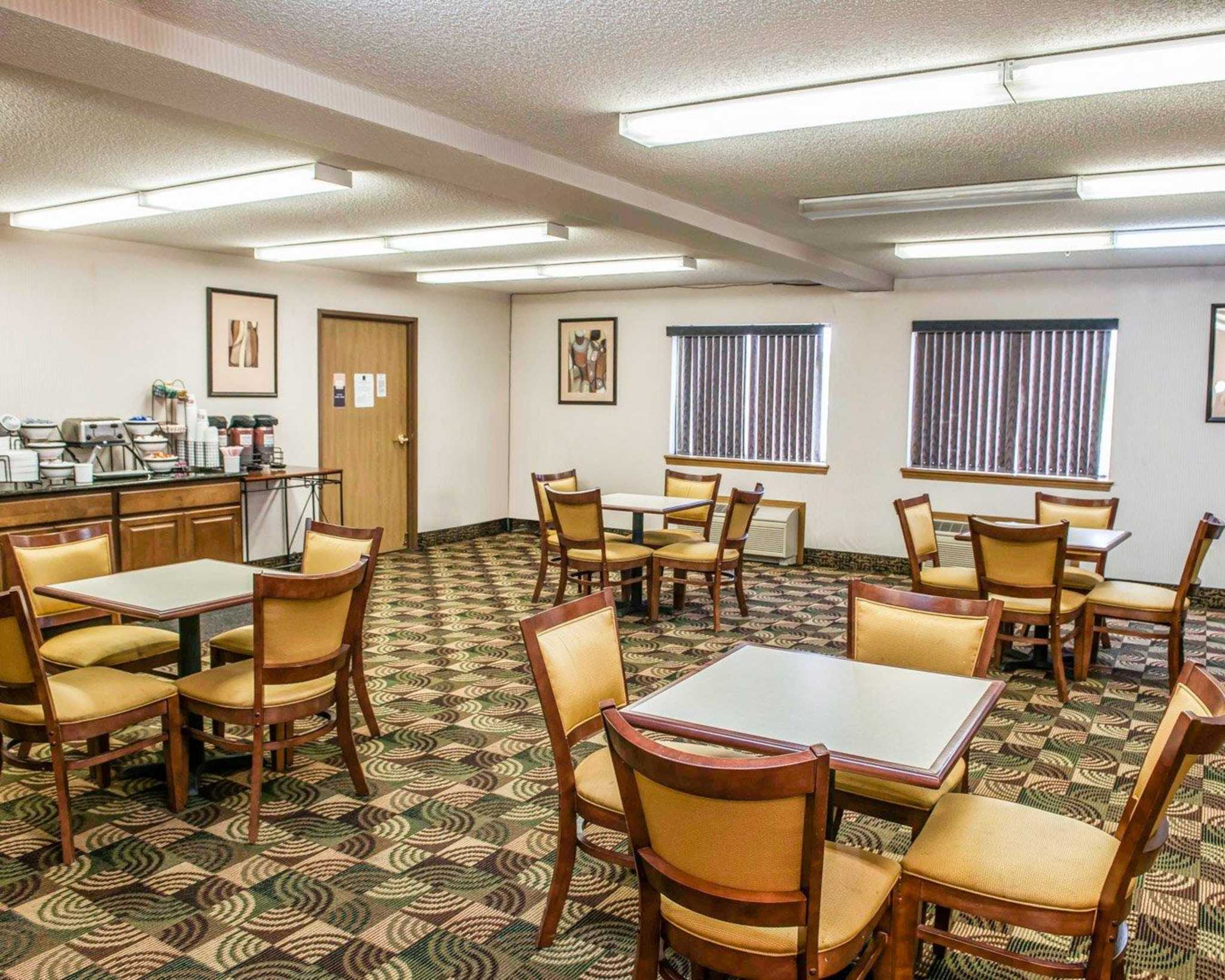 Quality Inn & Suites image 16