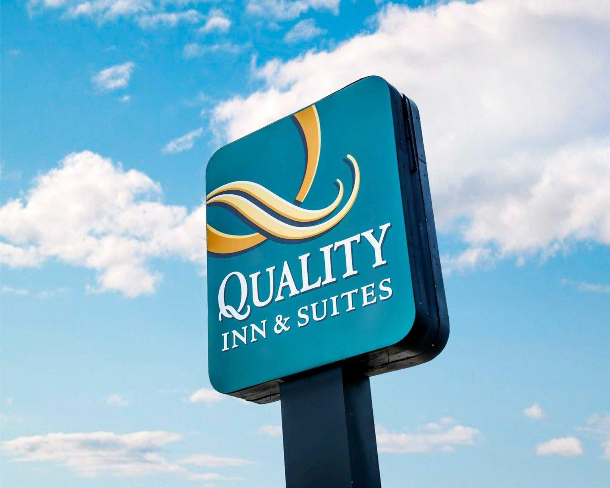 Quality Inn & Suites North image 6