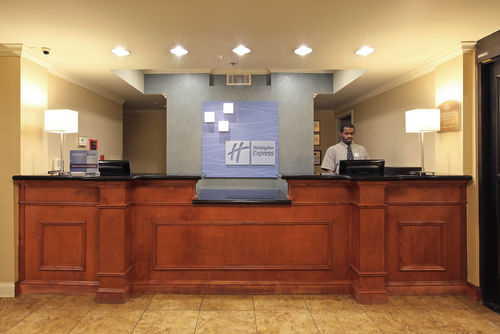 Holiday Inn Express & Suites Pine Bluff/Pines Mall image 3